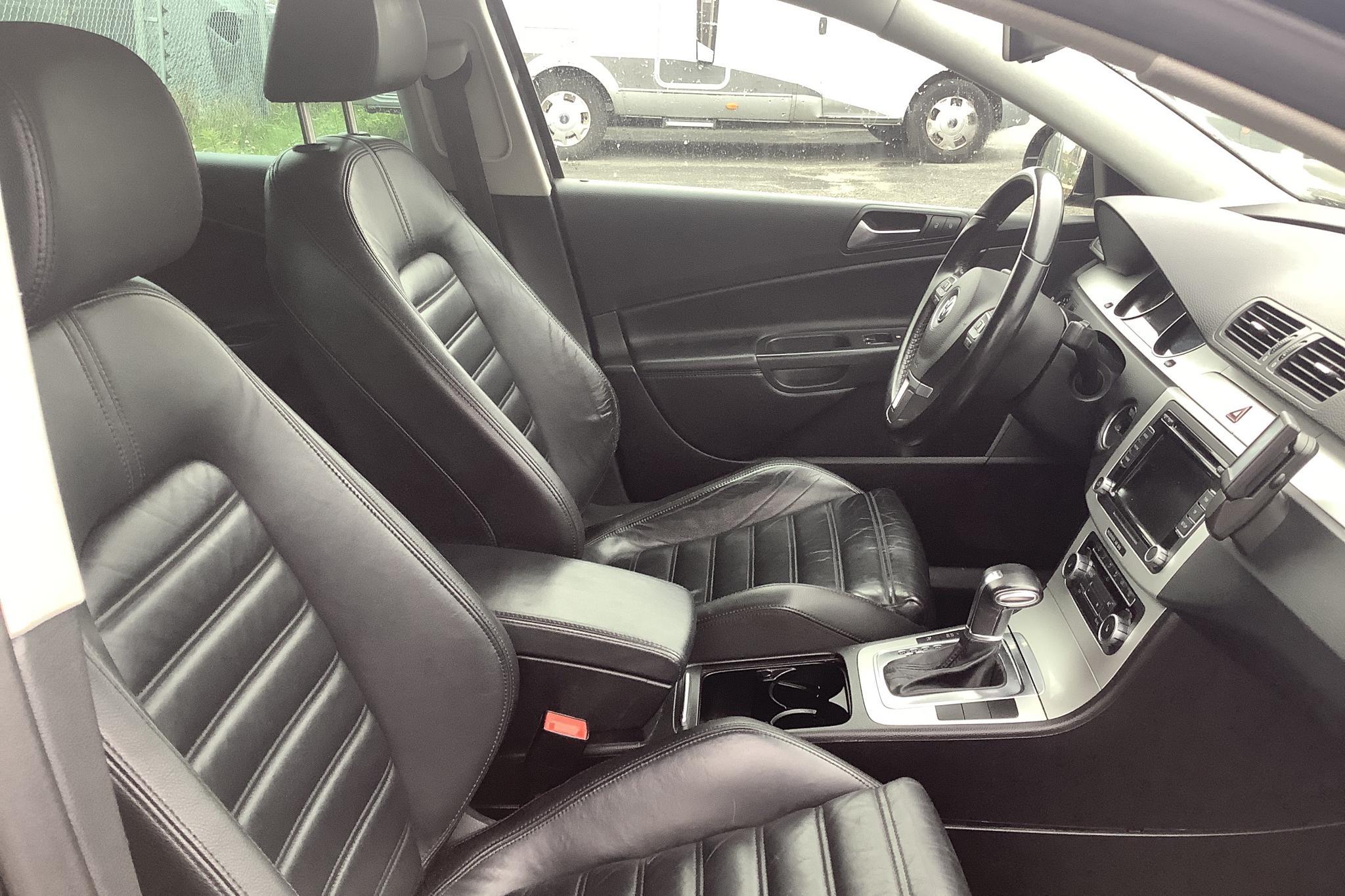 VW Passat 1.4 TSI EcoFuel Variant (150hk) - 16 044 mil - Automat - svart - 2010