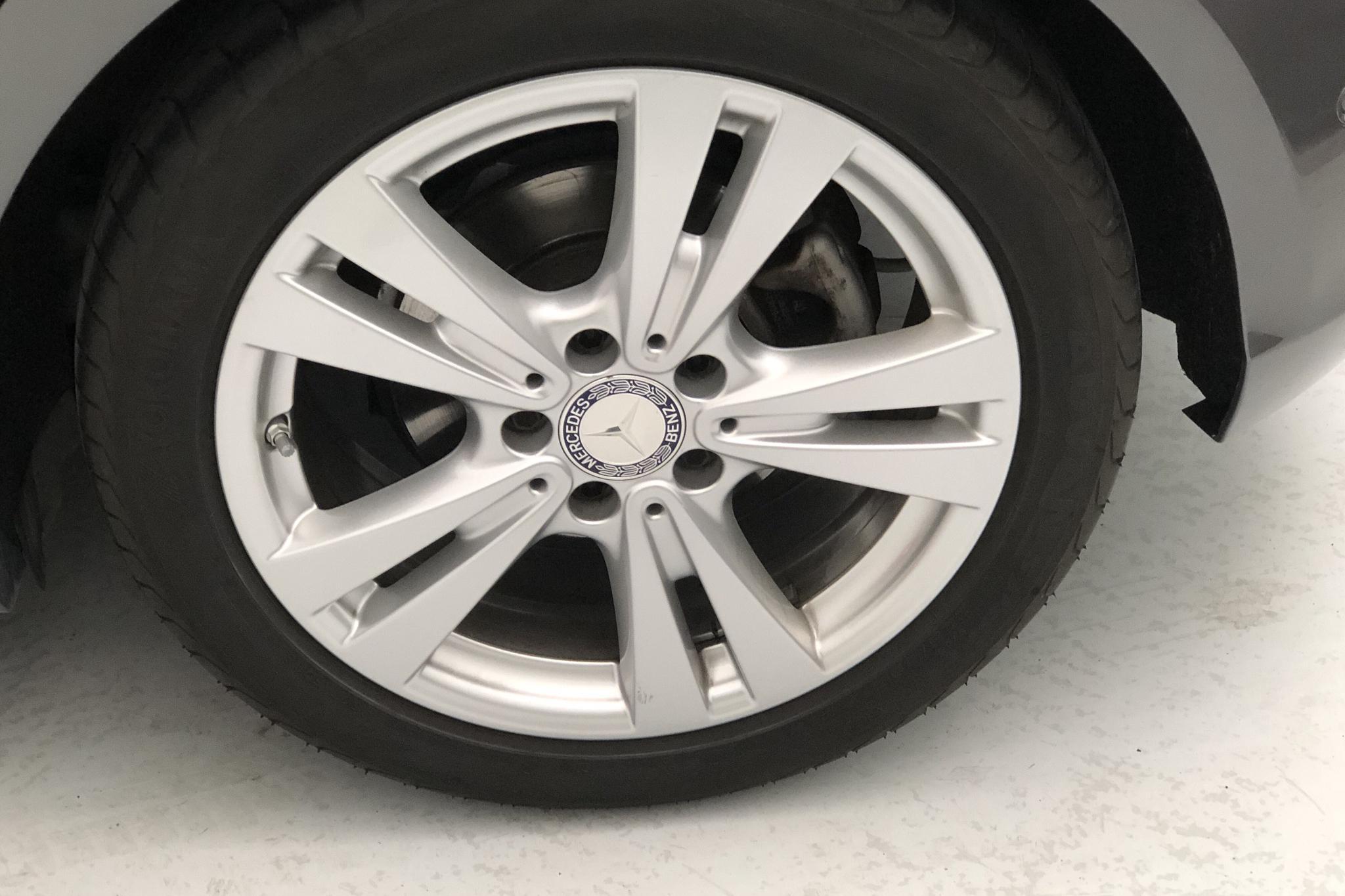 Mercedes A 180 5dr W176 (122hk) - 37 640 km - Manual - Dark Grey - 2016