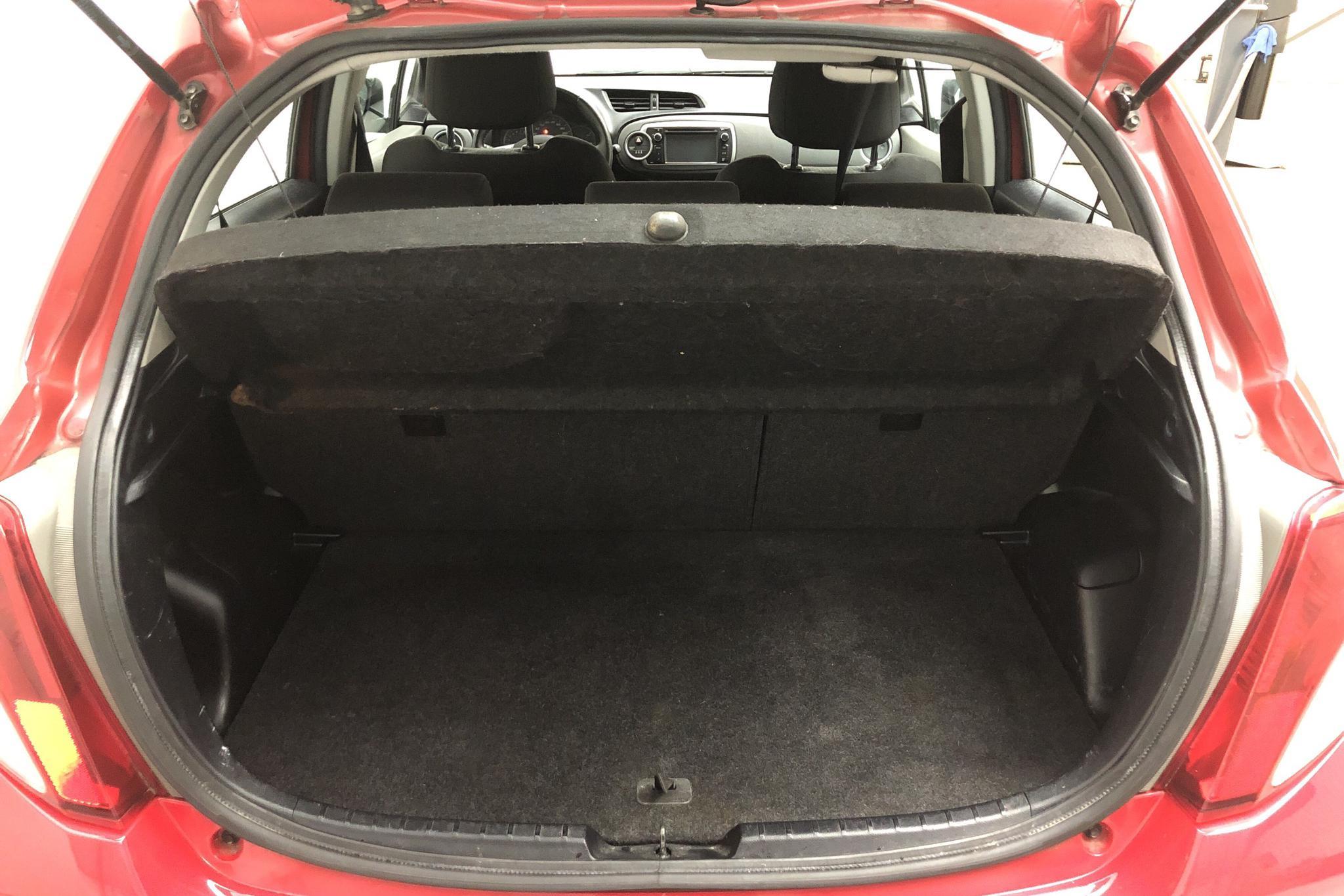 Toyota Yaris 1.33 5dr (100hk) - 135 040 km - Manual - red - 2012