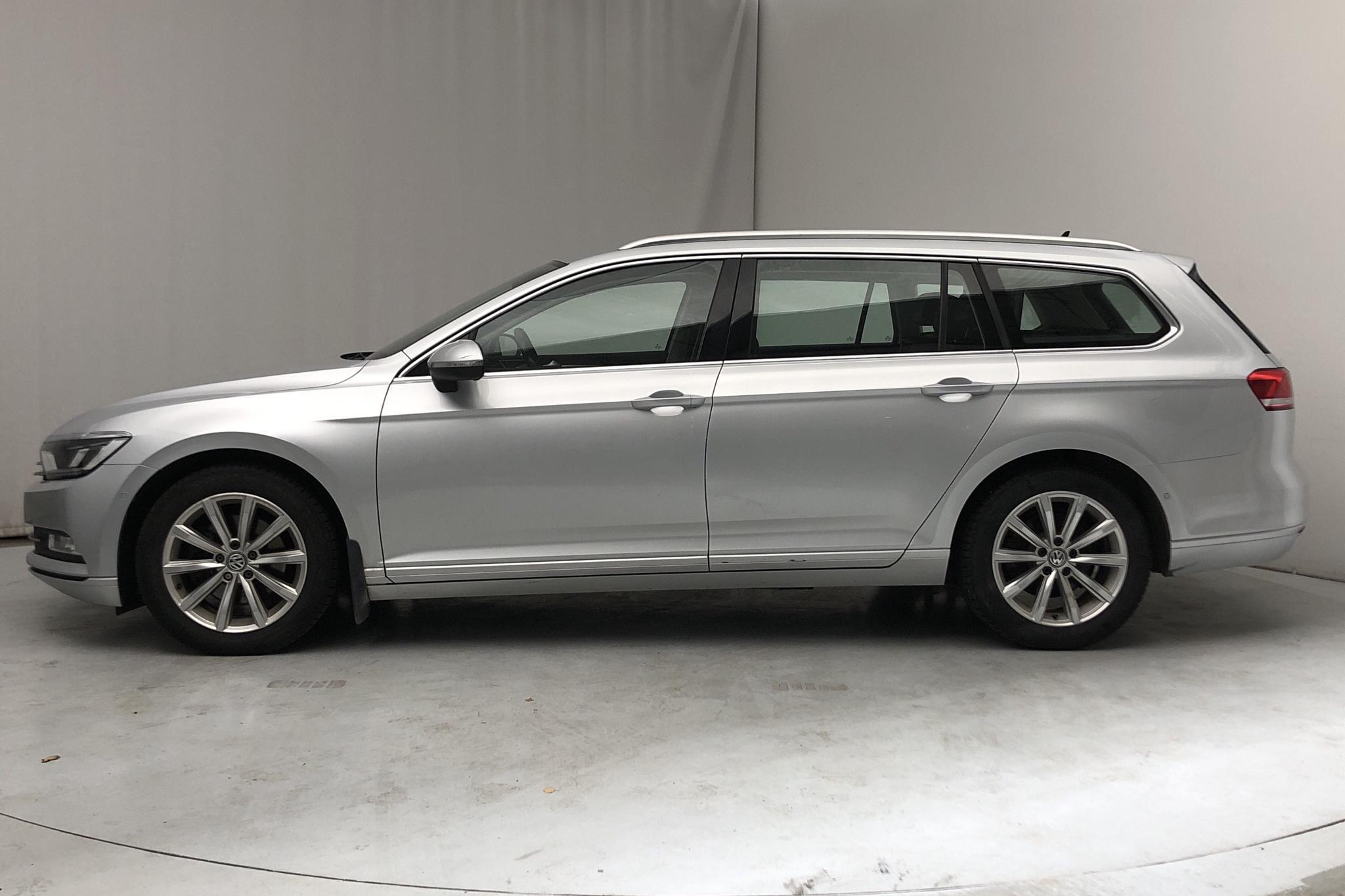 VW Passat 2.0 TDI Sportscombi (150hk) - 16 129 mil - Manuell - silver - 2015