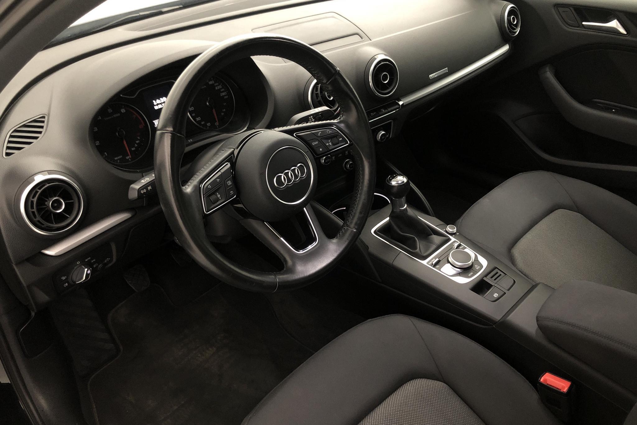 Audi A3 1.0 TFSI Sportback (116hk) - 3 768 mil - Manuell - svart - 2017