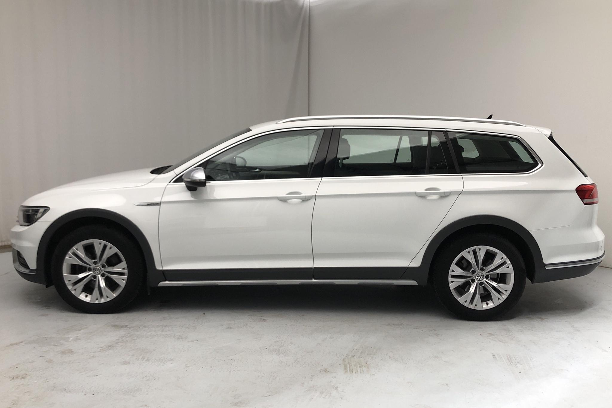 VW Passat Alltrack 2.0 TDI Sportscombi 4MOTION (190hk) - 62 340 km - Automatic - white - 2017