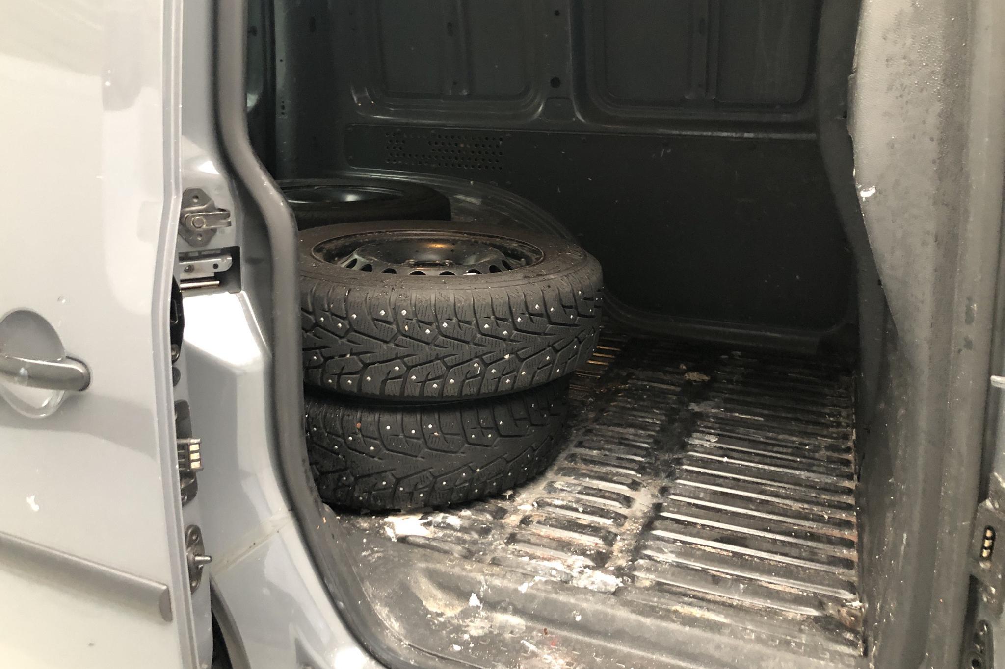 VW Caddy 1.6 TDI Skåp (102hk) - 15 918 mil - Manuell - Light Grey - 2011