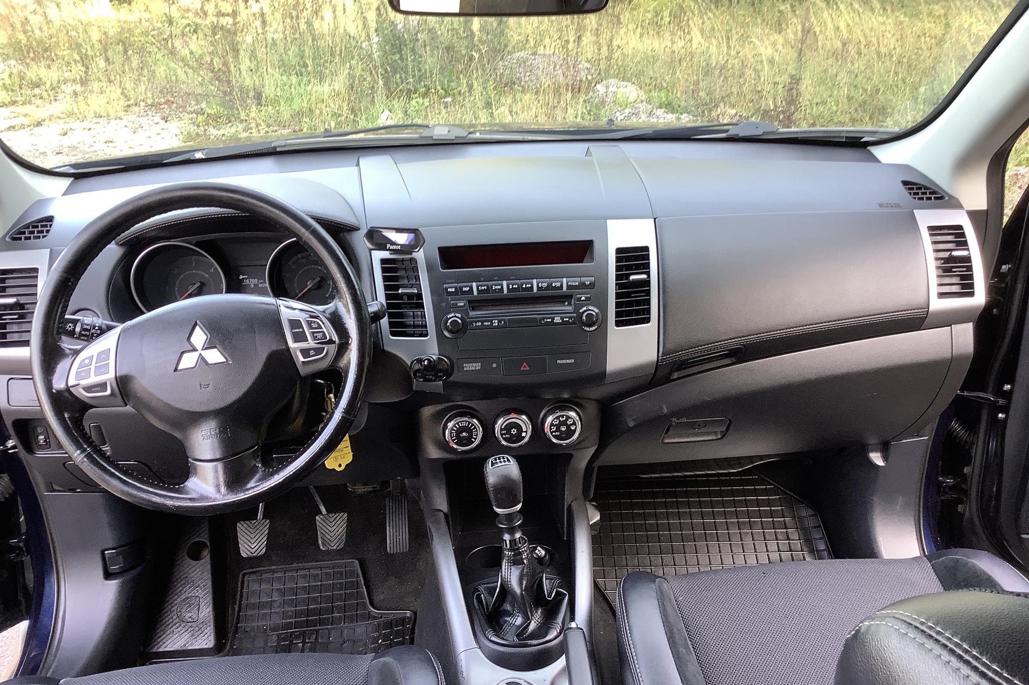 Mitsubishi Outlander 2.2 Di-D (177hk) - 17 210 mil - Manuell - blå - 2011