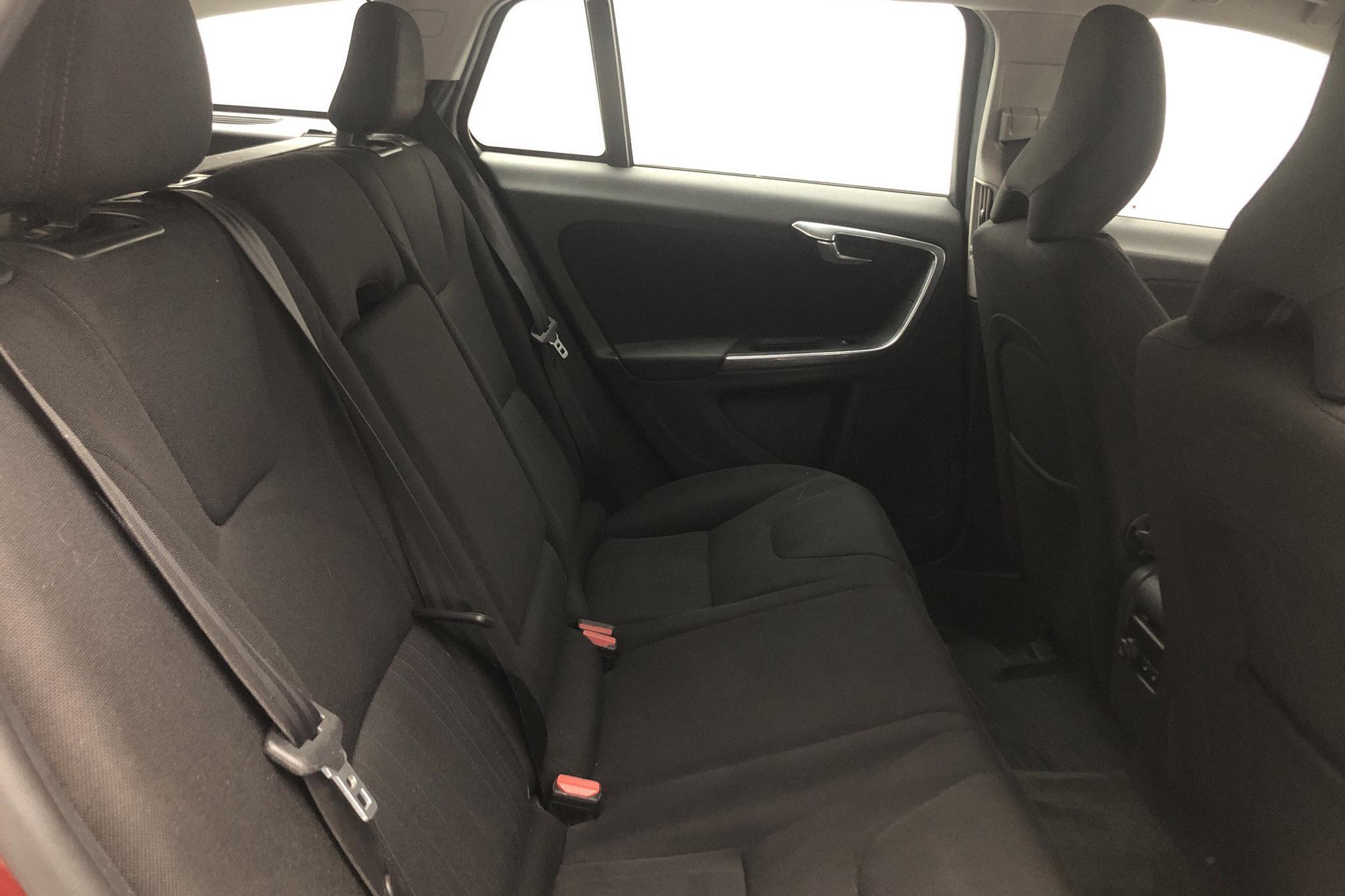 Volvo V60 1.6D DRIVe (115hk) - 254 190 km - Manual - red - 2012