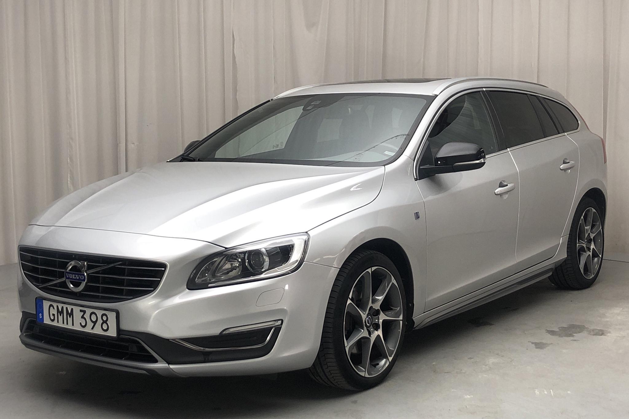 Volvo V60 D4 AWD (181hk) - 136 390 km - Automatic - silver - 2015