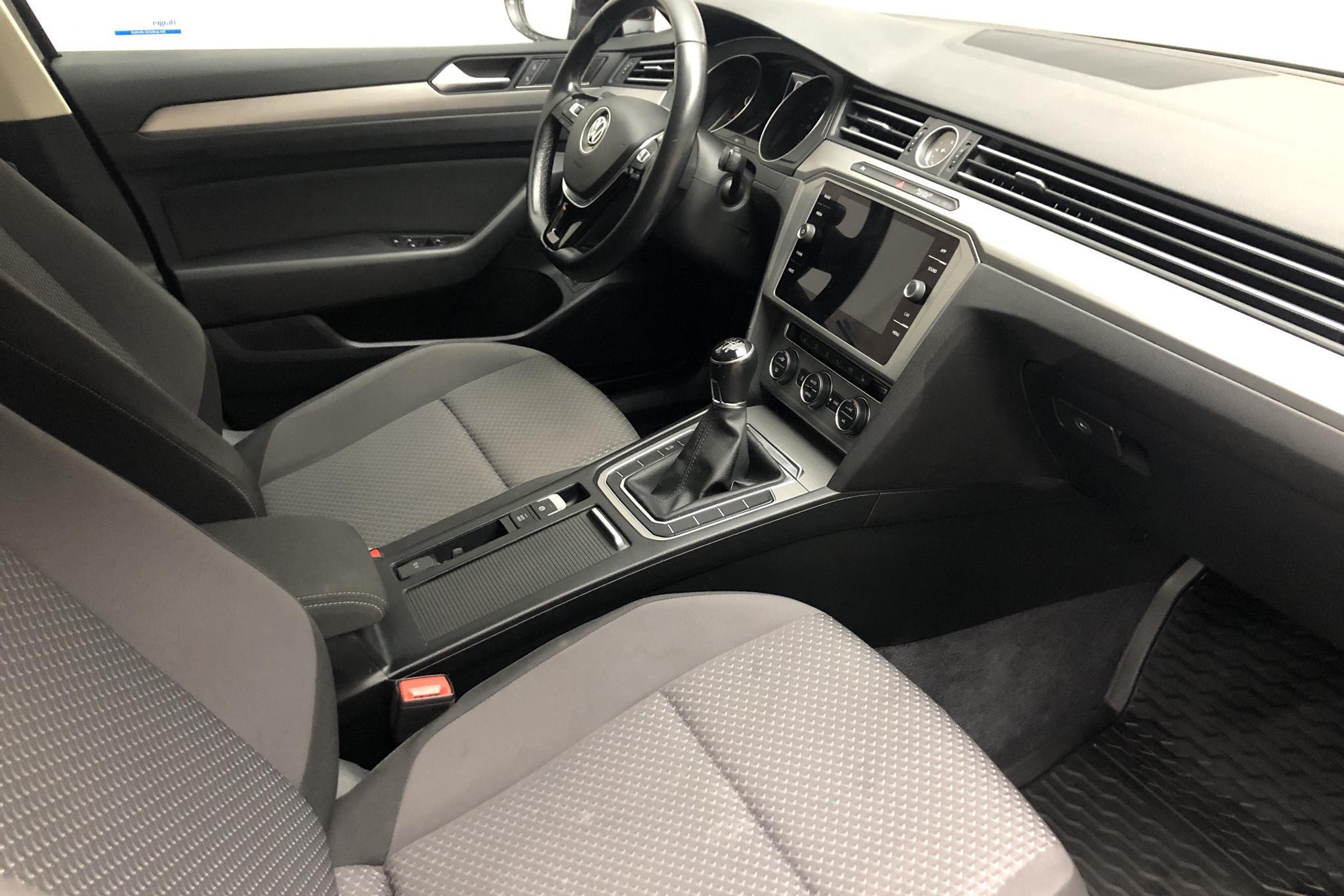 VW Passat 1.6 TDI Sportscombi (120hk) - 107 630 km - Manual - Dark Red - 2018