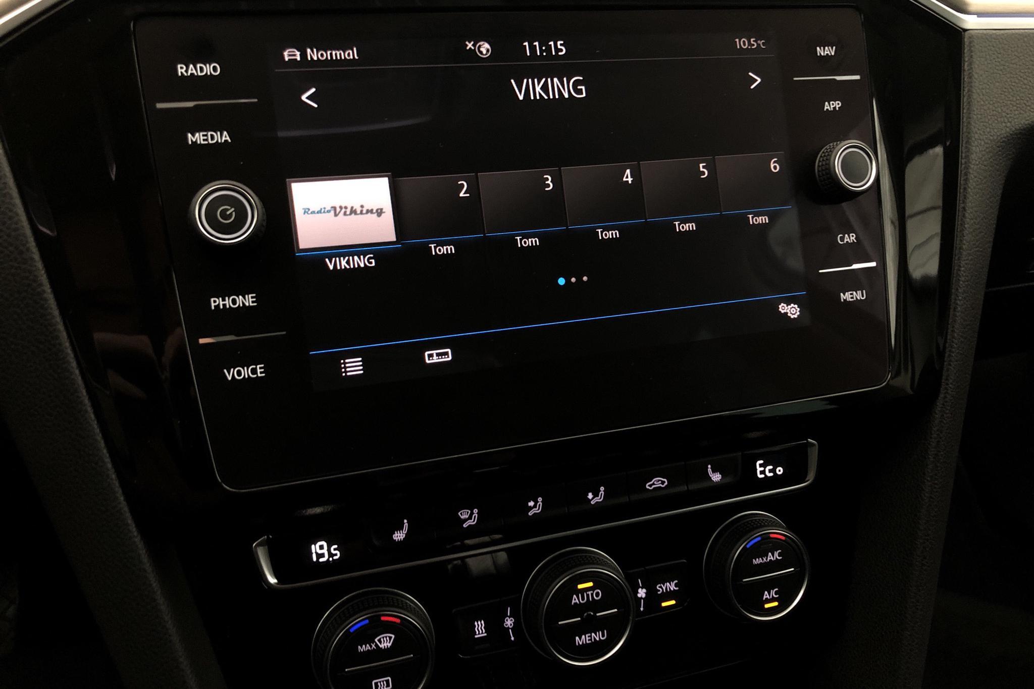 VW Passat 1.4 Plug-in-Hybrid Sportscombi (218hk) - 6 175 mil - Automat - vit - 2019