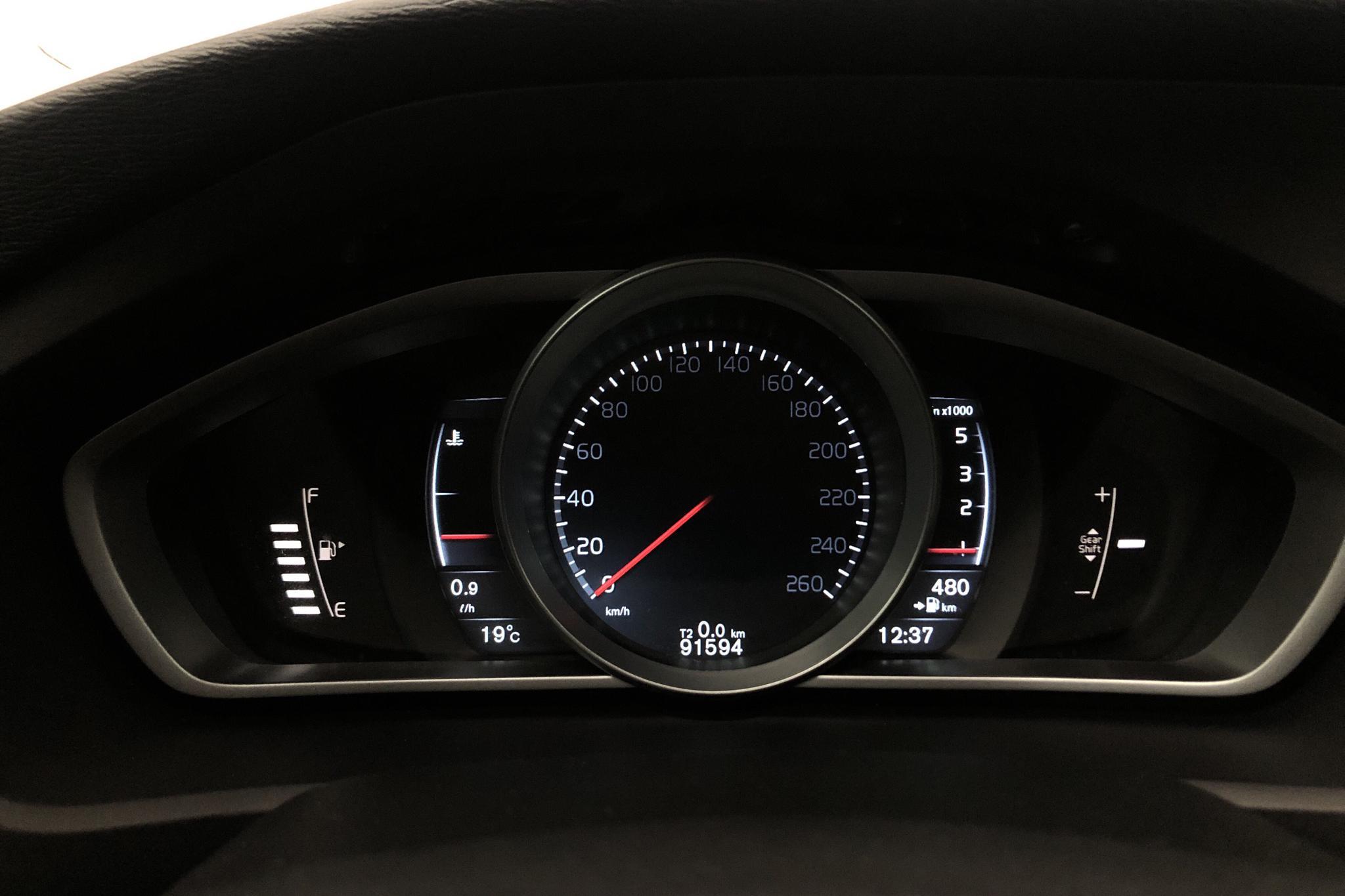 Volvo V40 D2 (120hk) - 9 159 mil - Manuell - svart - 2016