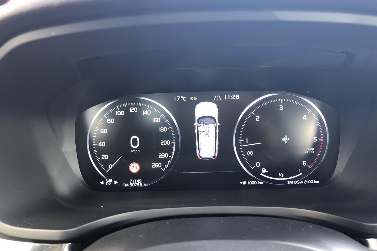 Volvo V60 D3 (150hk) - 7 114 mil - Manuell - röd - 2019