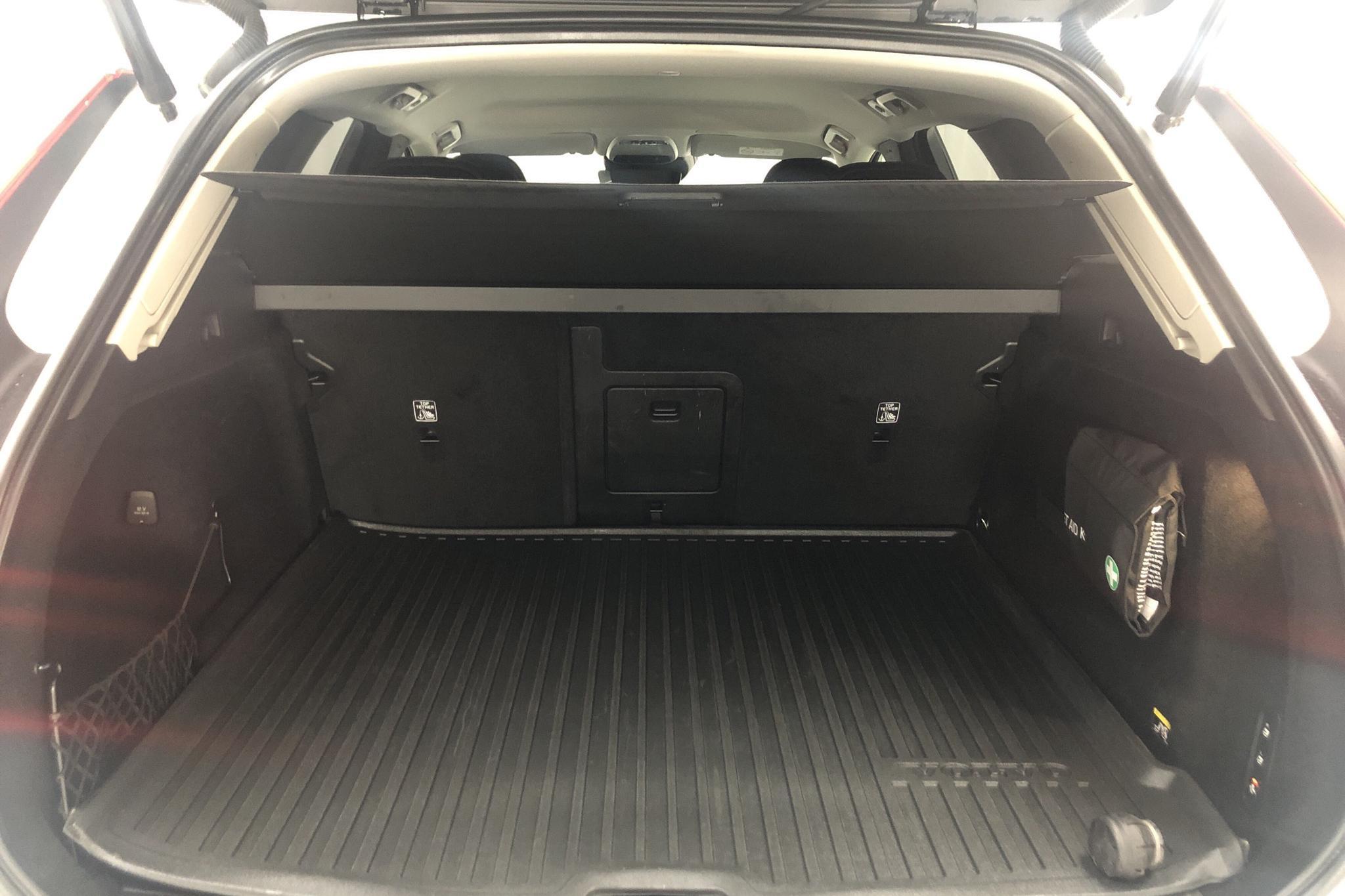 Volvo XC60 D4 AWD (190hk) - 7 125 mil - Automat - vit - 2019