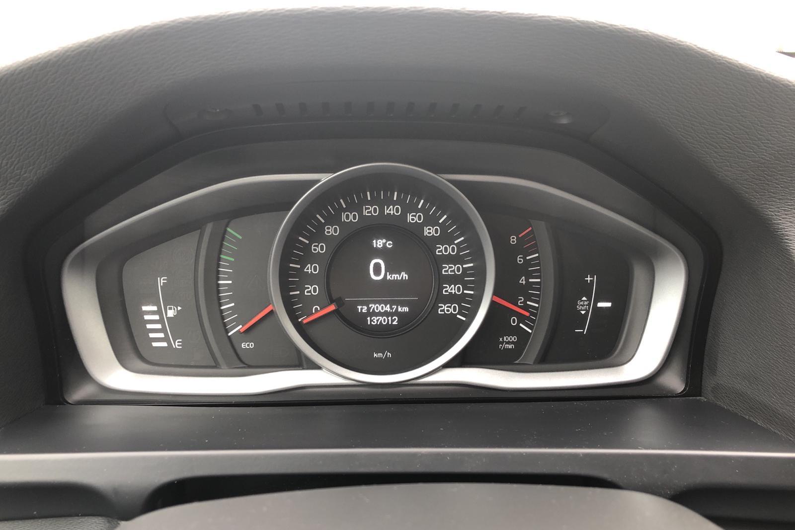 Volvo V60 T3 (152hk) - 137 010 km - Manual - white - 2017