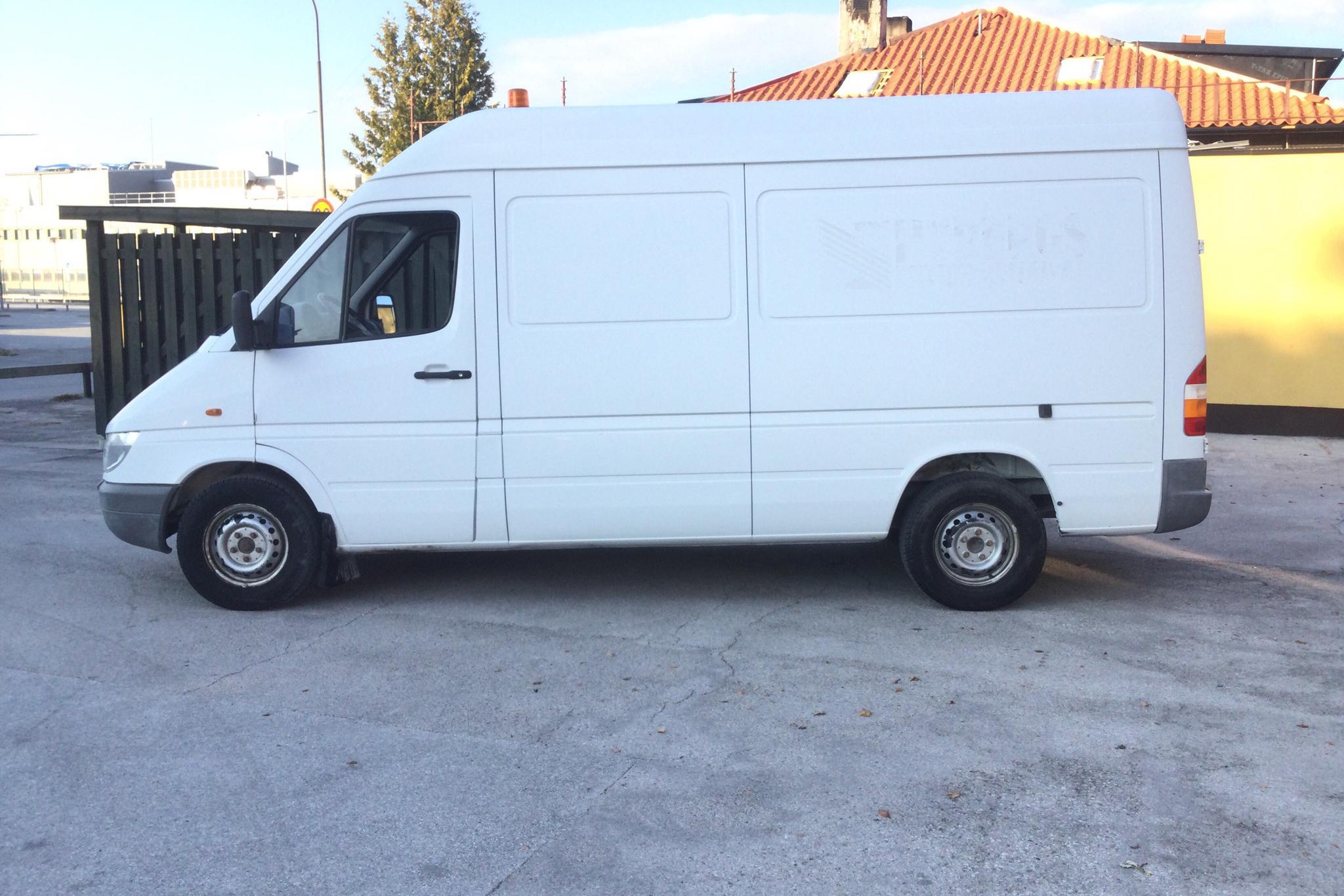 Mercedes Sprinter 313 CDI (129hk) - 221 310 km - Automatic - white - 2002