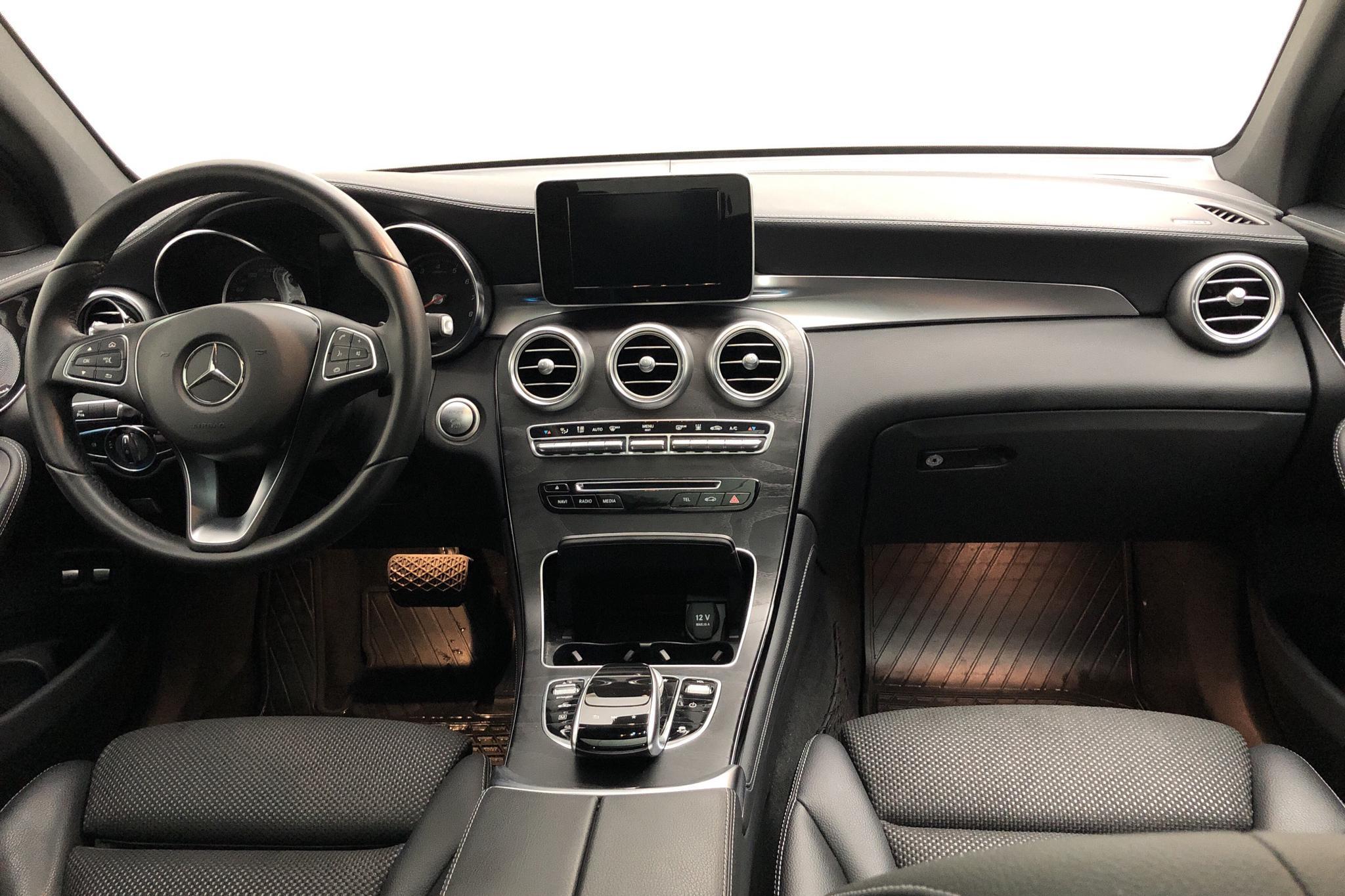 Mercedes GLC 350 e 4MATIC X253 (211hk) - 5 870 mil - Automat - vit - 2017