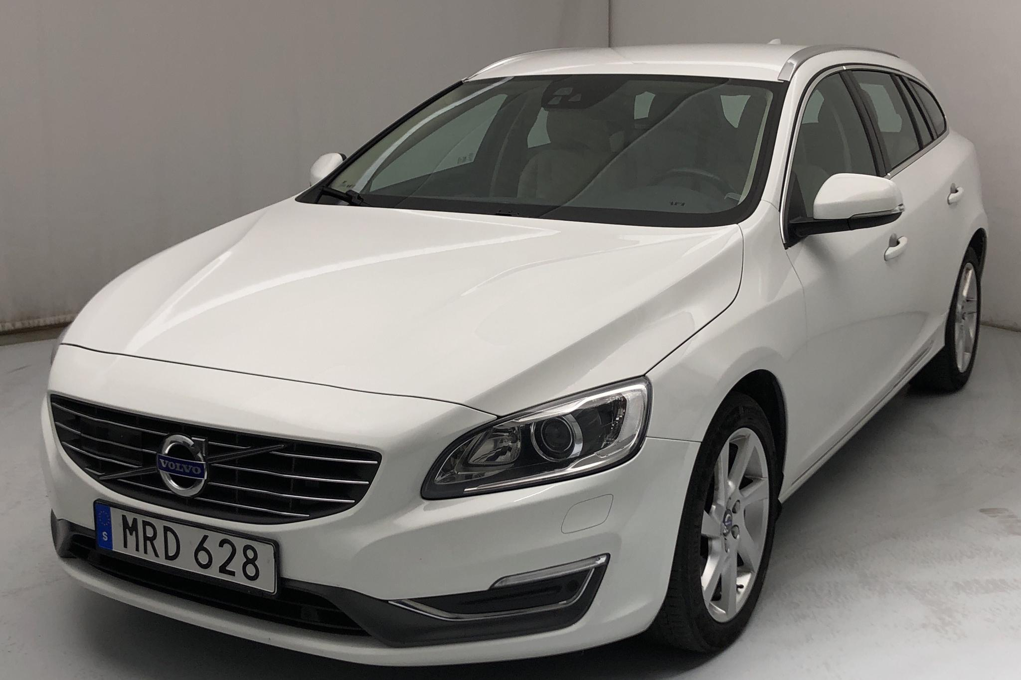 Volvo V60 D4 (181hk) - 13 618 mil - Automat - vit - 2015