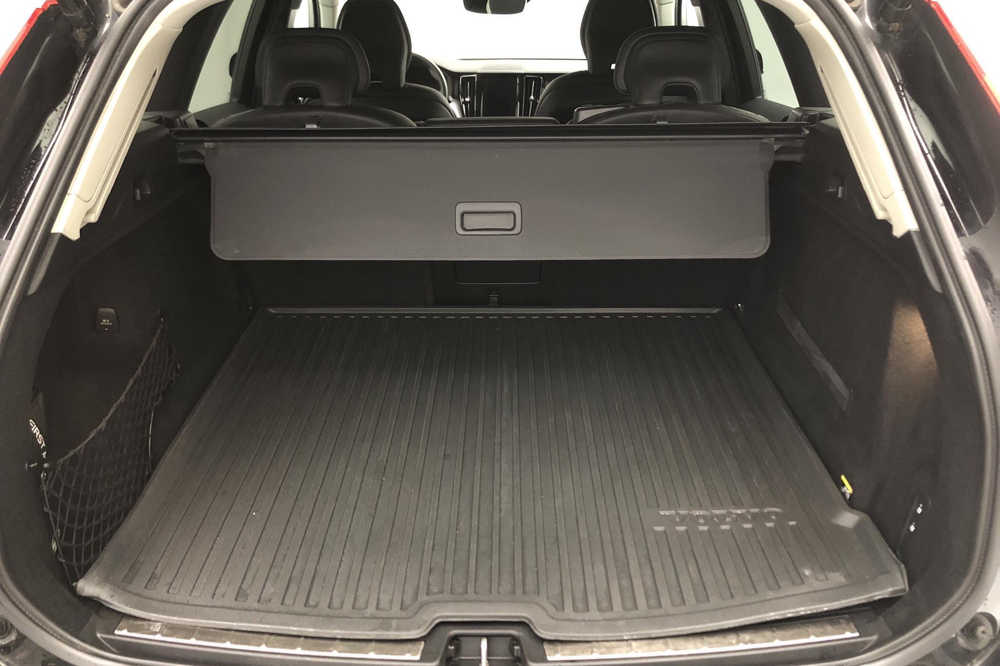 Volvo XC60 T5 AWD (250hk) - 62 600 km - Automatic - black - 2019