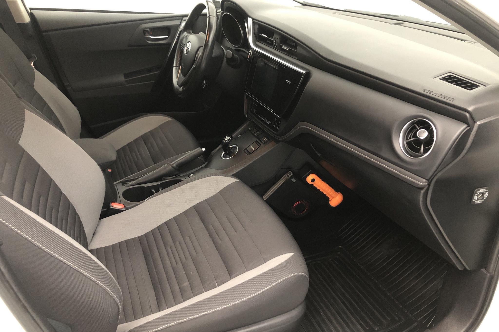 Toyota Auris 1.8 HSD 5dr (99hk) - 7 681 mil - Automat - vit - 2018