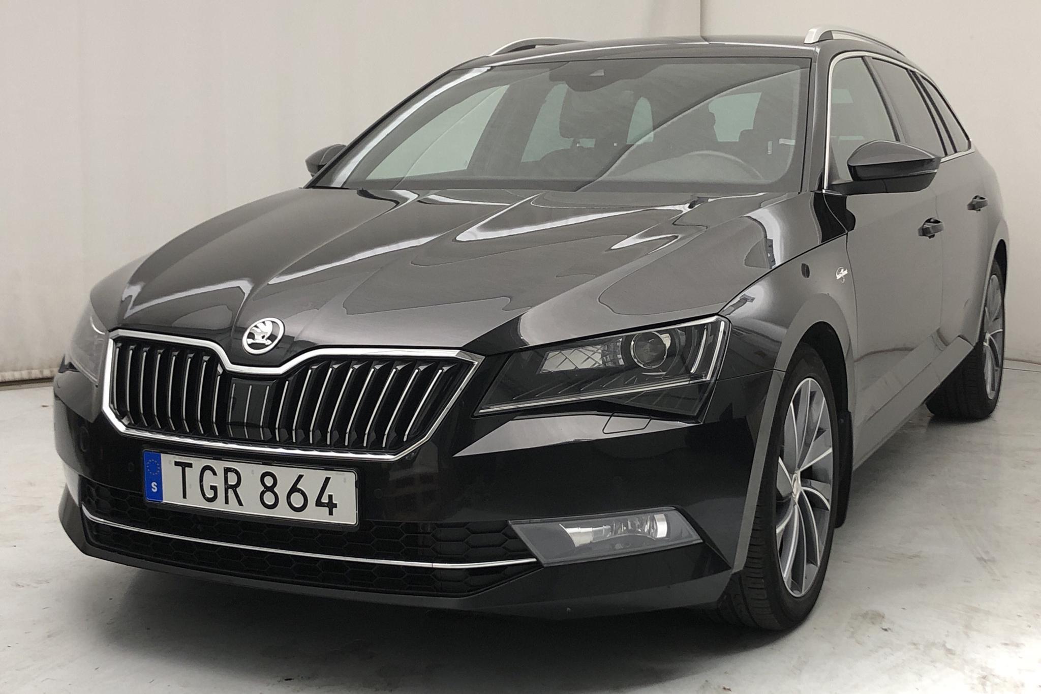 Skoda Superb 2.0 TDI 4x4 Kombi (190hk) - 9 785 mil - Automat - svart - 2019