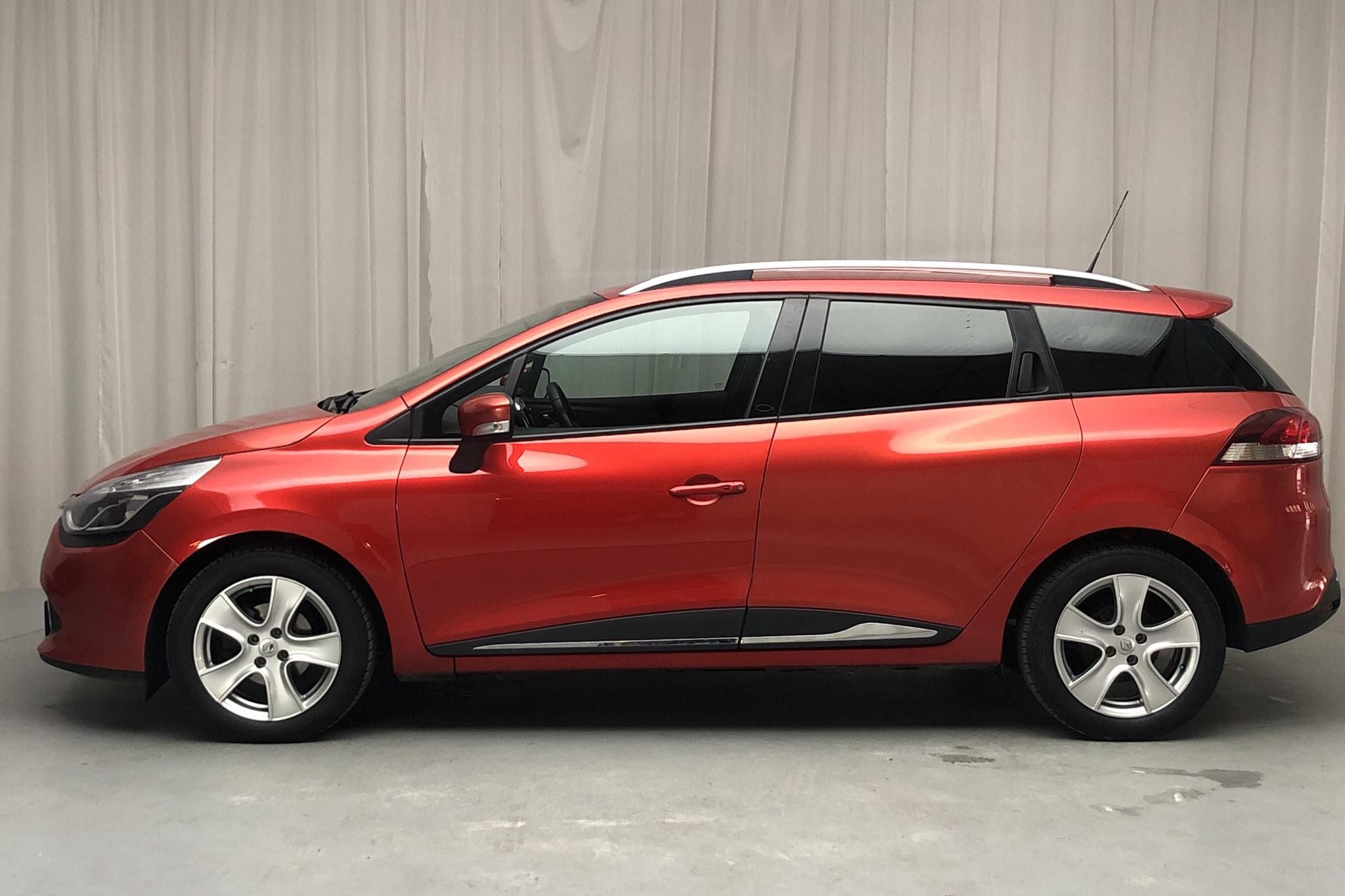 Renault Clio IV 0.9 TCe 90 Sports Tourer (90hk) - 89 850 km - Manual - red - 2014