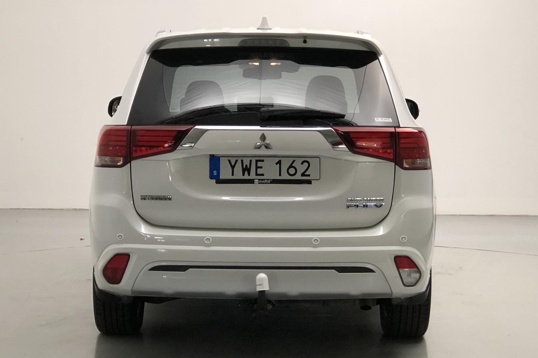 Mitsubishi Outlander 2.4 Plug-in Hybrid 4WD (136hk) - 49 760 km - Automatic - white - 2019