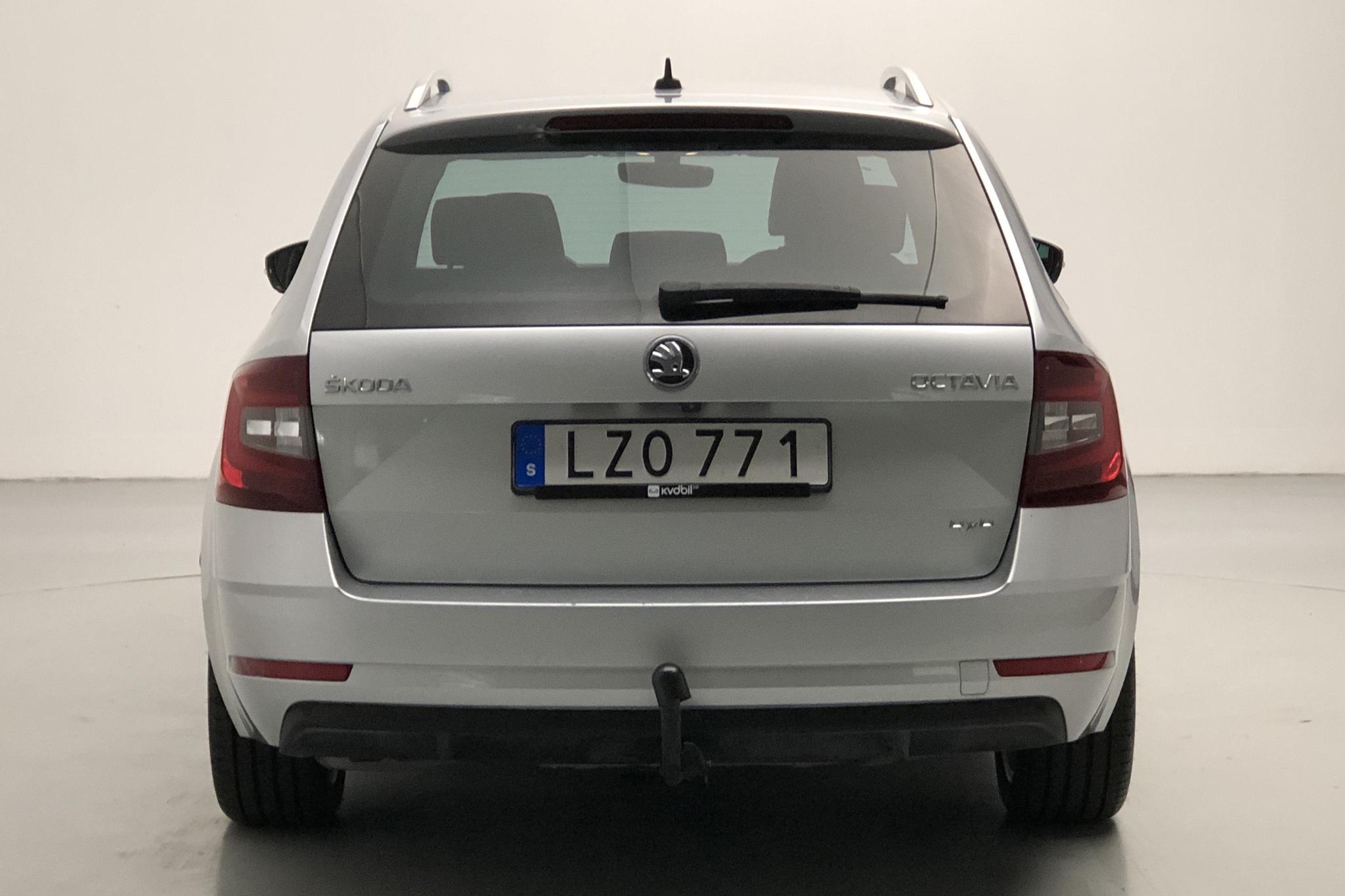 Skoda Octavia III 2.0 TDI Combi 4x4 (150hk) - 8 513 mil - Automat - silver - 2018