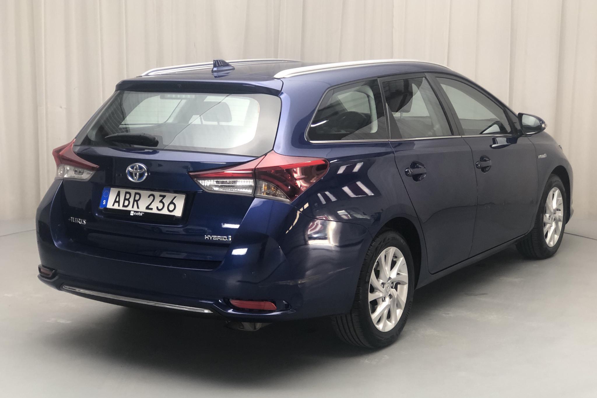 Toyota Auris 1.8 HSD Touring Sports (99hk) - 67 930 km - Automatic - Dark Blue - 2017
