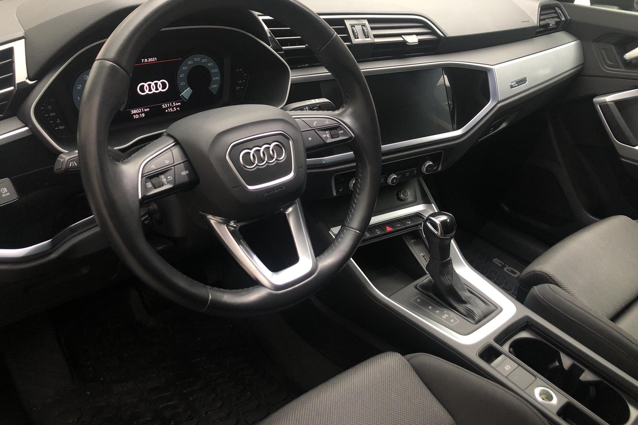 Audi Q3 35 TFSI (150hk) - 3 802 mil - Automat - svart - 2019