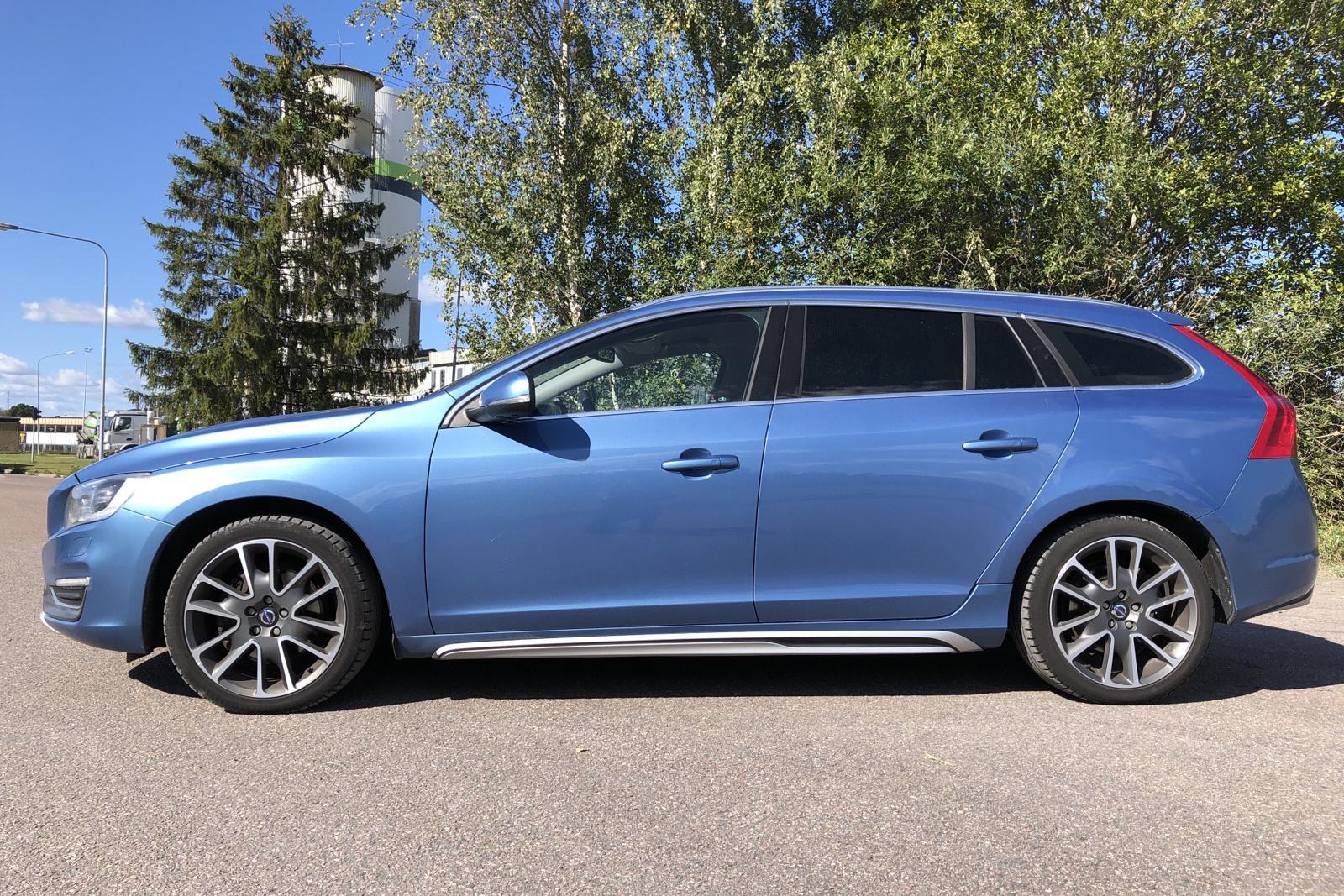 Volvo V60 D5 AWD (215hk) - 13 620 mil - Automat - blå - 2014