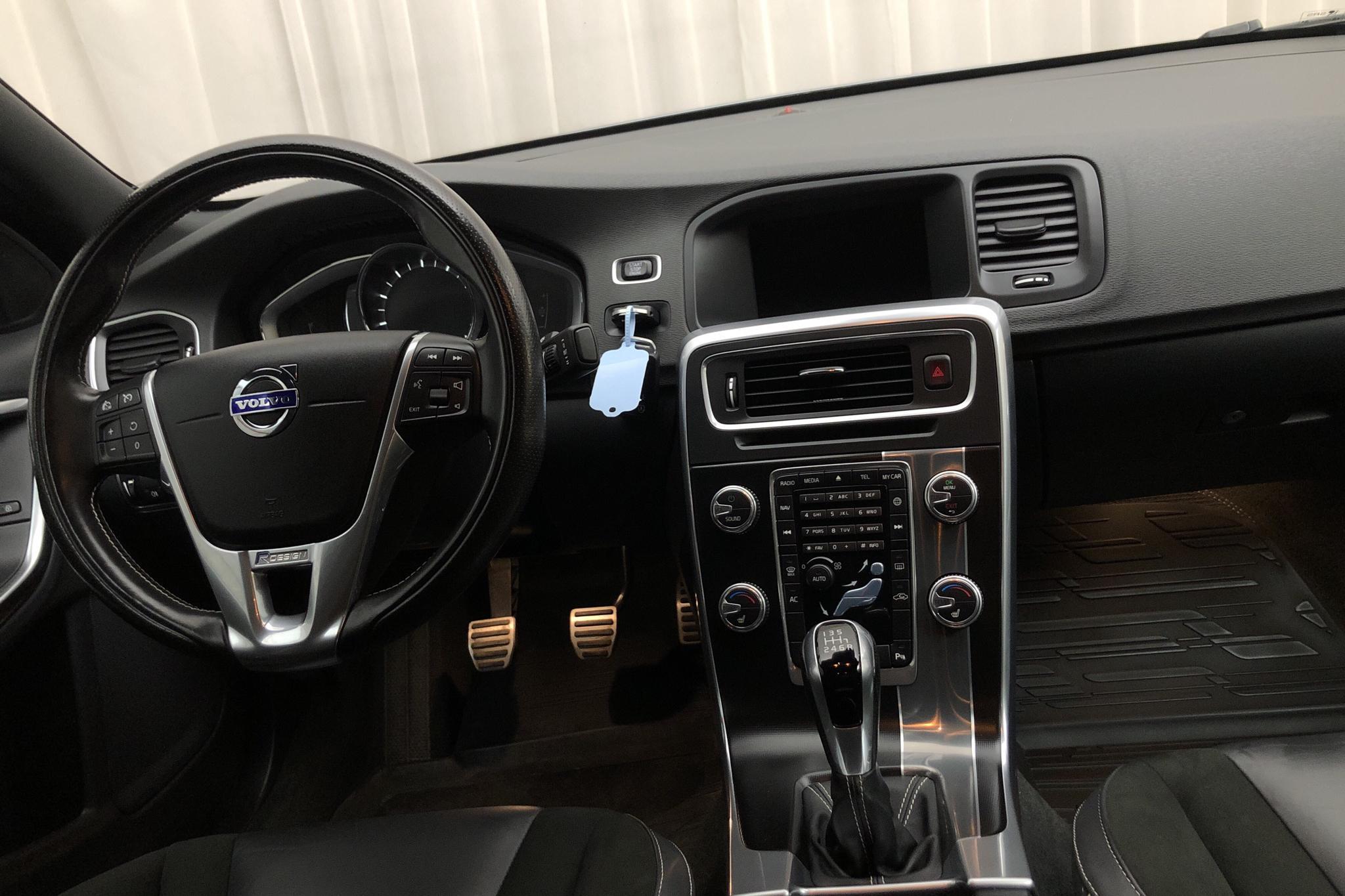 Volvo S60 T3 (152hk) - 7 947 mil - Manuell - grå - 2017