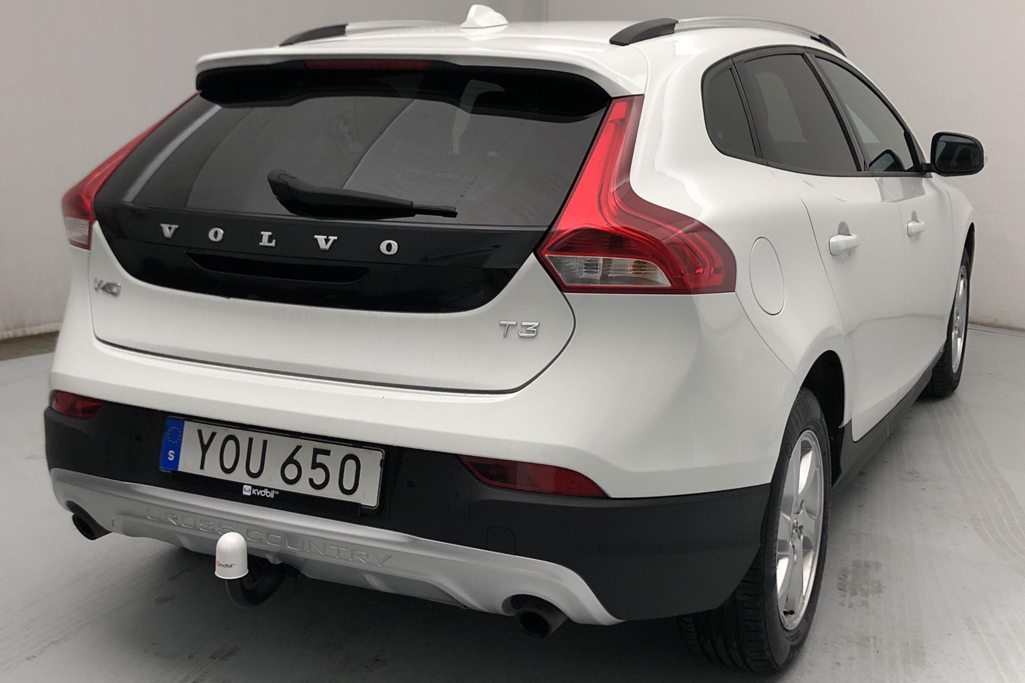 Volvo V40 Cross Country T3 (152hk) - 36 000 km - Manual - white - 2018