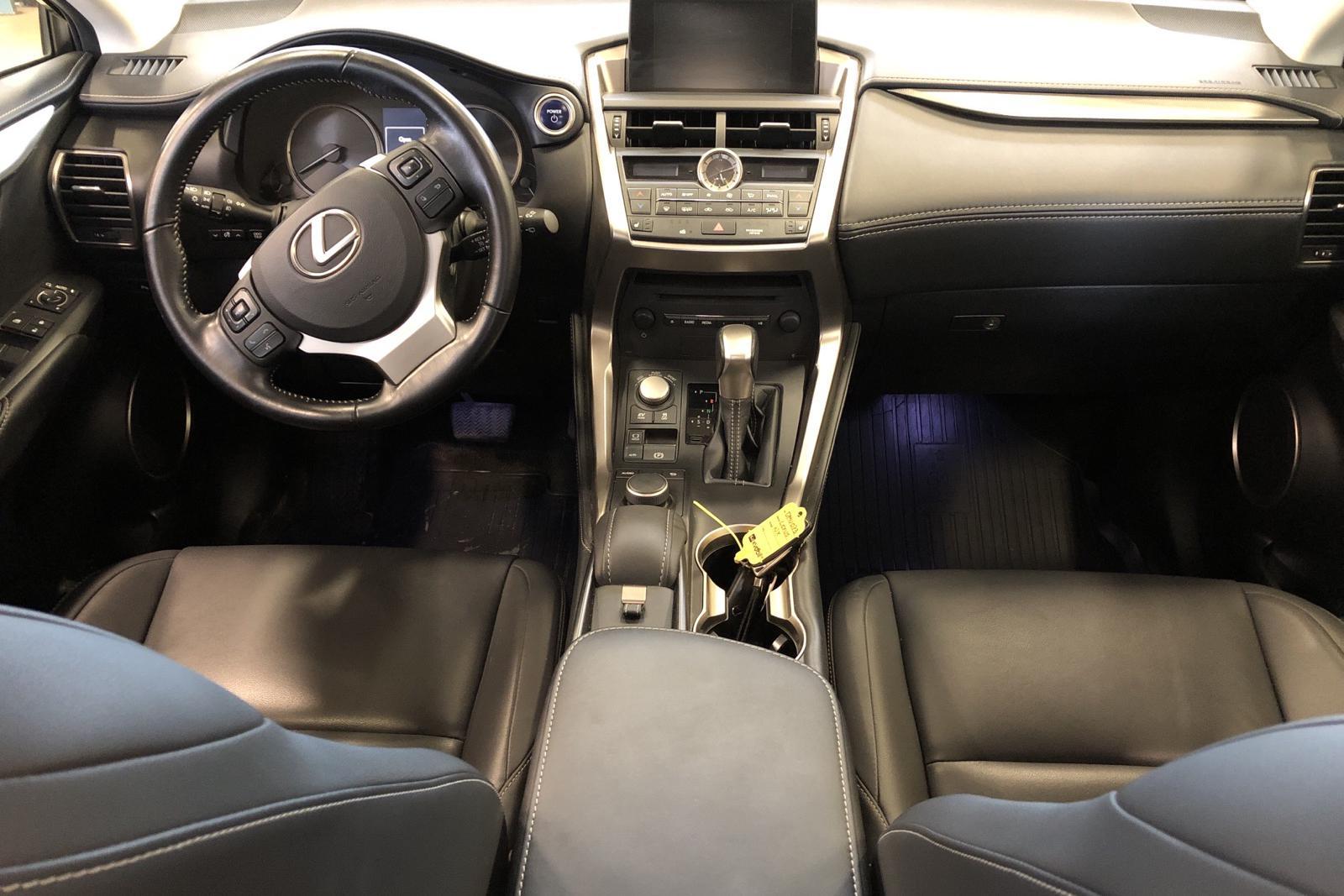 Lexus NX 300h AWD (181hk) - 80 300 km - Automatic - silver - 2017