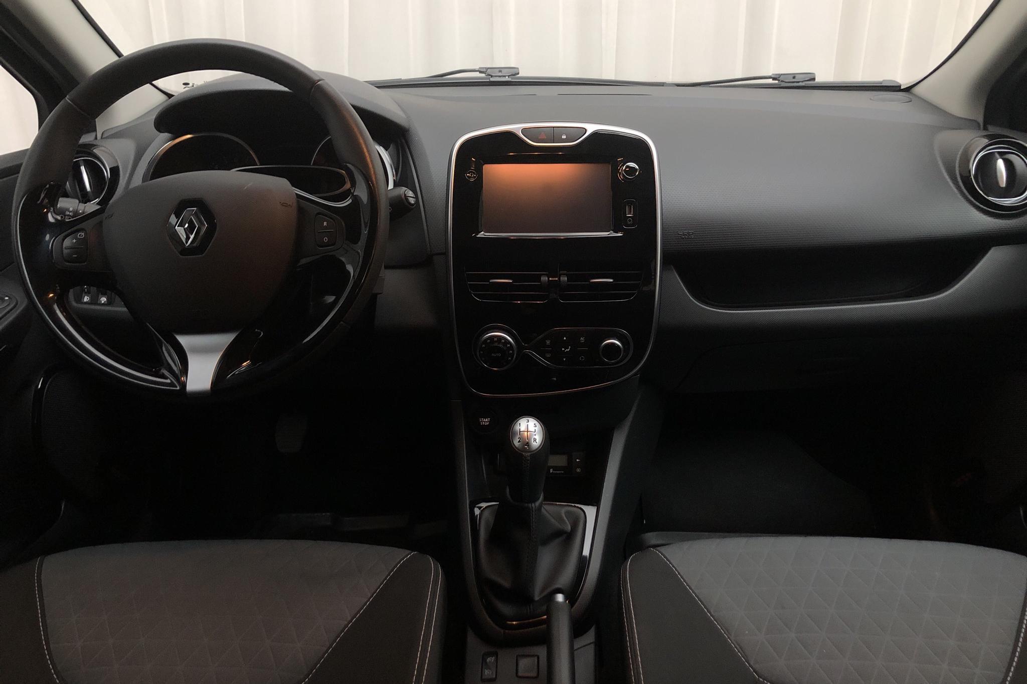 Renault Clio IV 0.9 TCe 90 5dr (90hk) - 4 420 mil - Manuell - svart - 2015