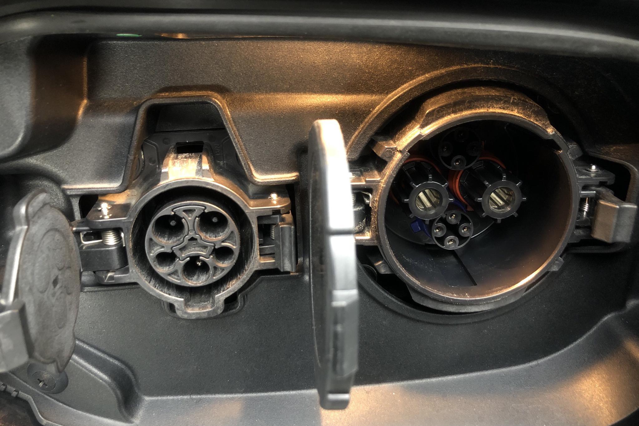Mitsubishi Outlander 2.4 Plug-in Hybrid 4WD (136hk) - 73 570 km - Automatic - black - 2019