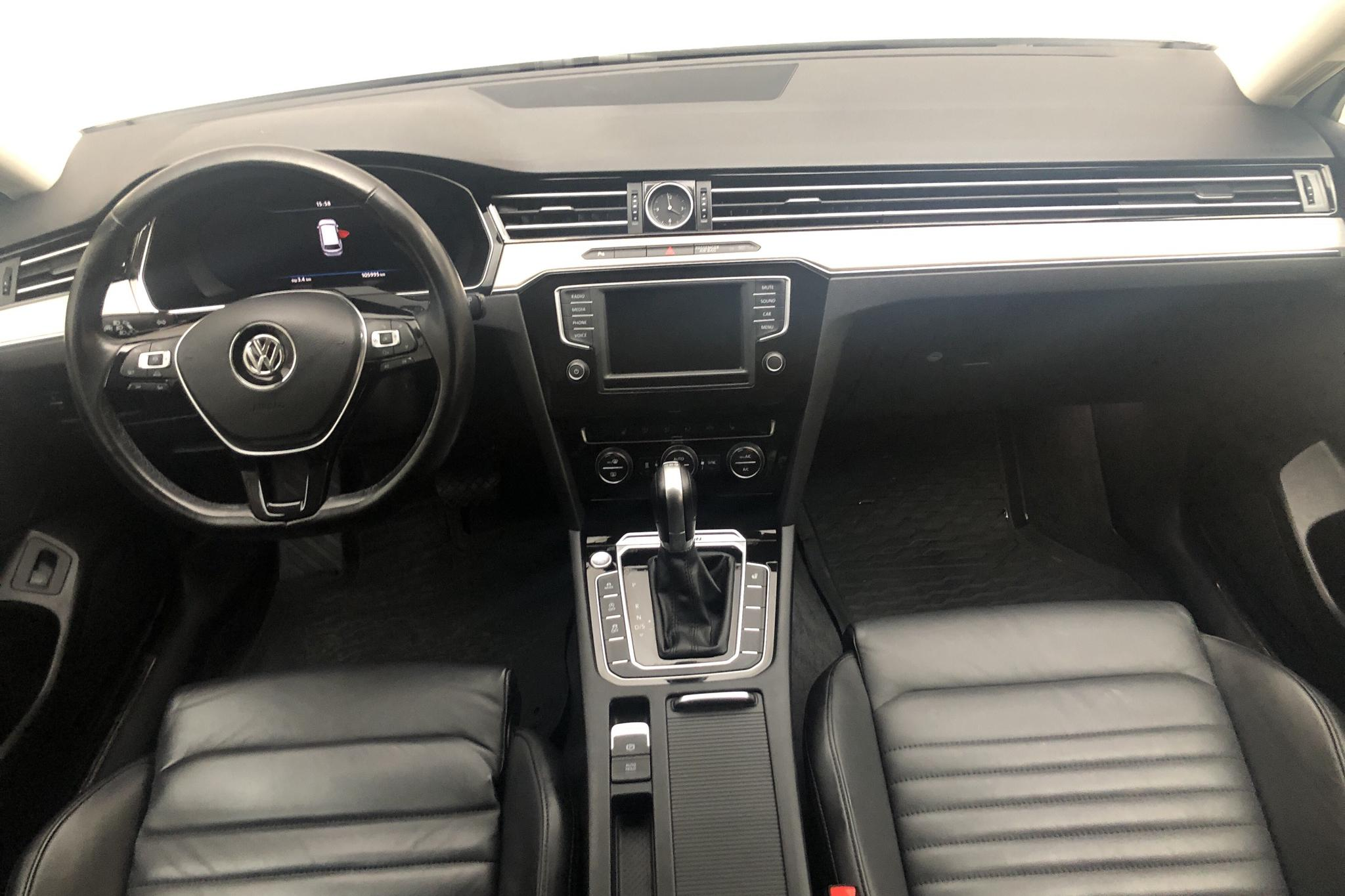 VW Passat 2.0 TDI Sportscombi 4MOTION (190hk) - 105 990 km - Automatic - white - 2017