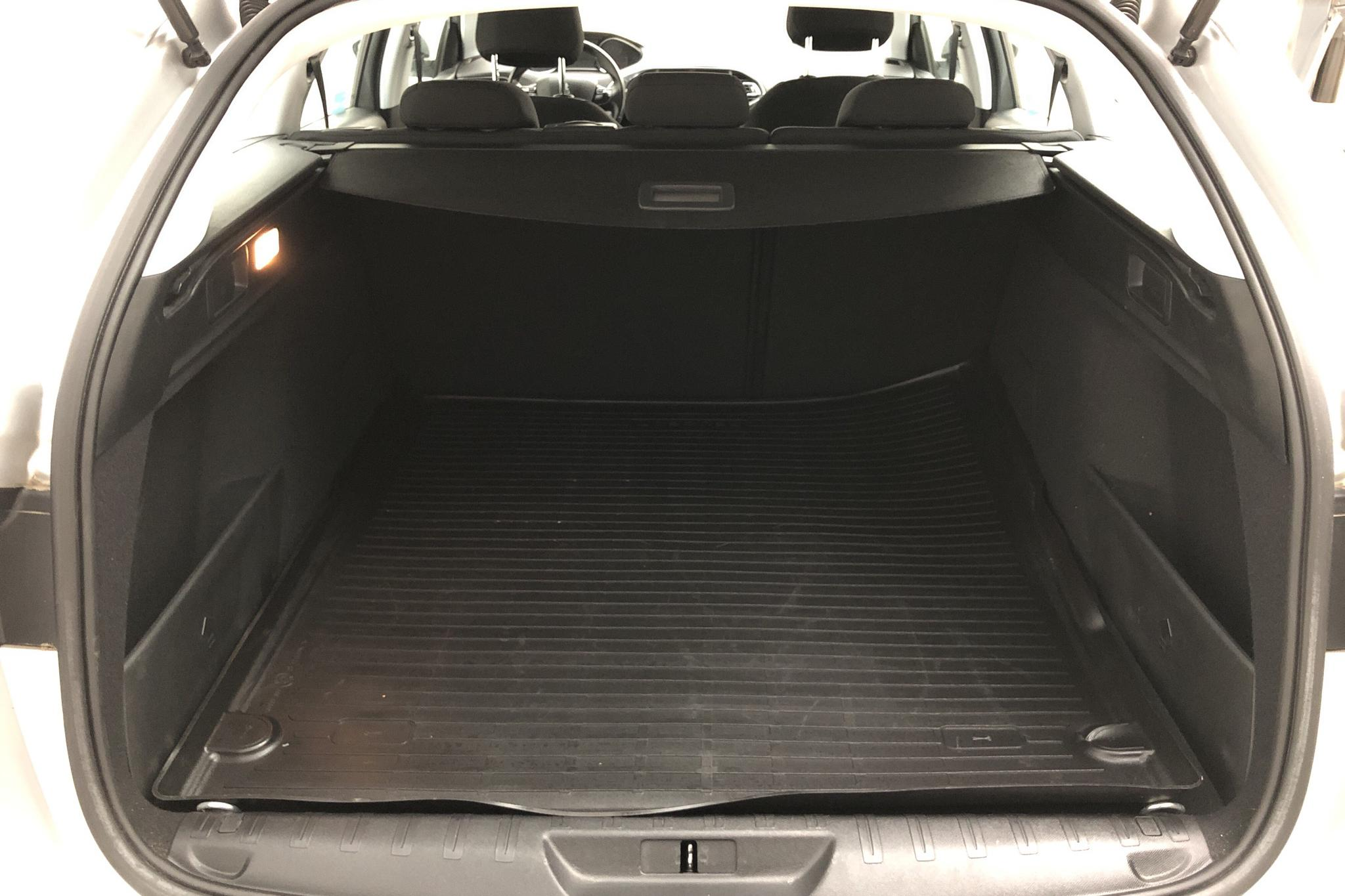 Peugeot 308 SW BlueHDi (120hk) - 1 926 mil - Manuell - Light Grey - 2017