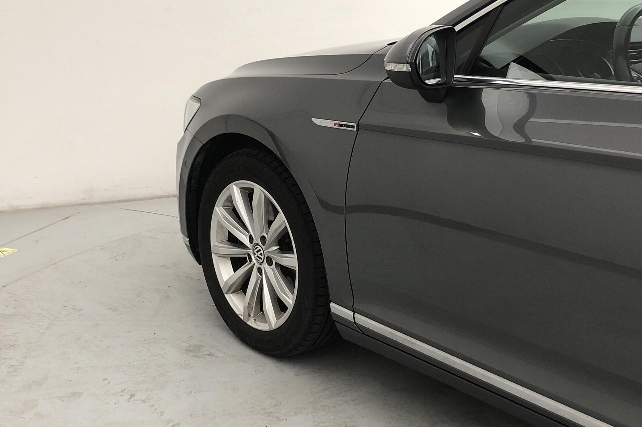 VW Passat 2.0 TDI Sportscombi 4MOTION (190hk) - 97 900 km - Automatic - gray - 2015