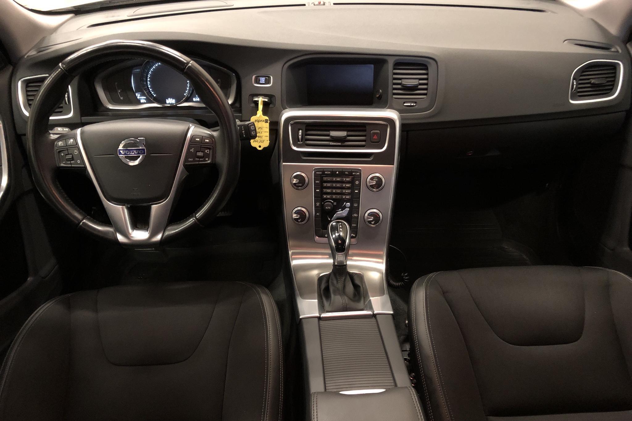 Volvo V60 D3 Cross Country (150hk) - 9 755 mil - Automat - vit - 2017