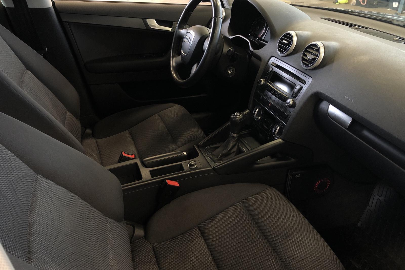 Audi A3 1.6 E85 Sportback (102hk) - 97 860 km - Manual - gray - 2010