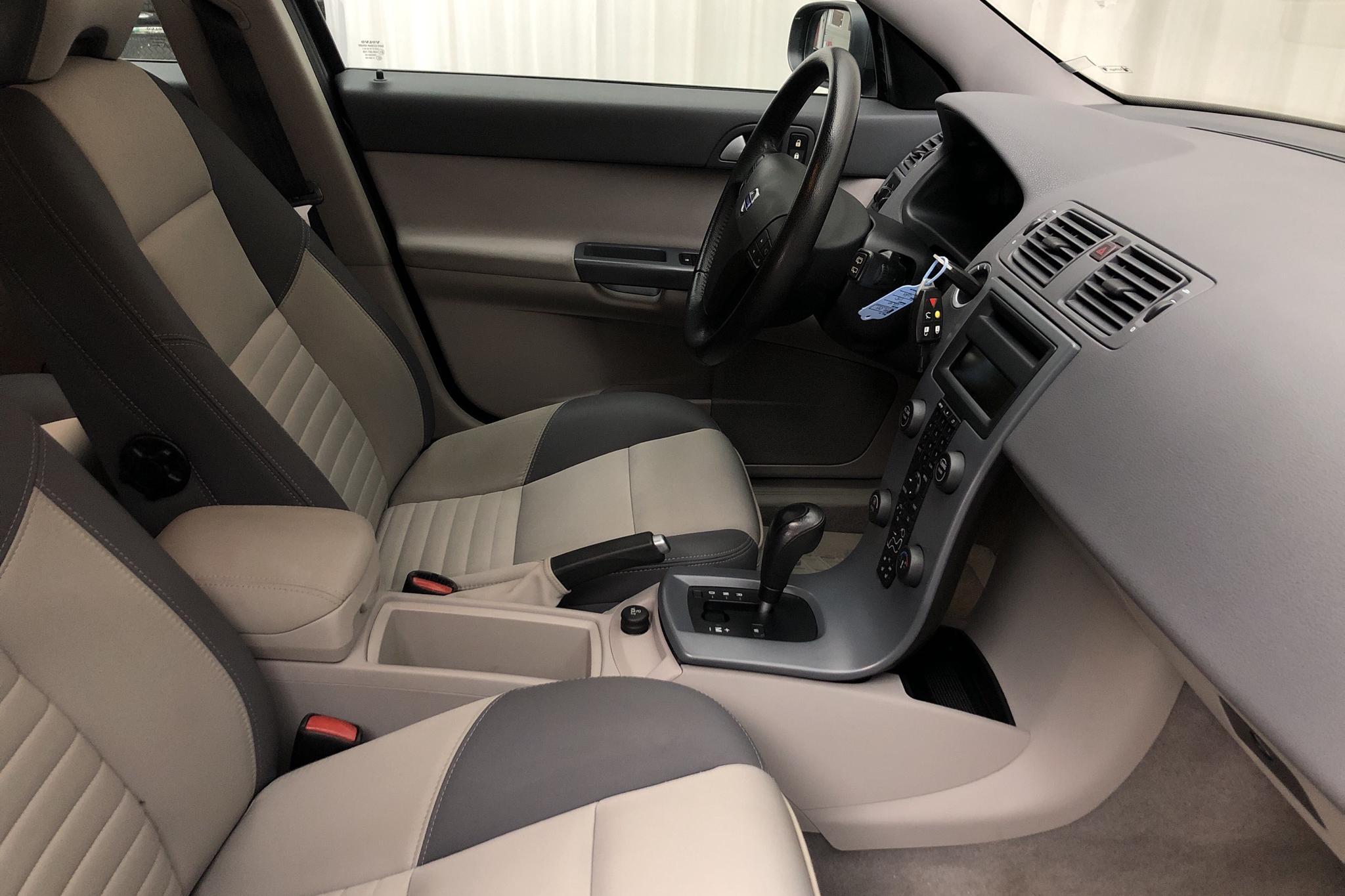 Volvo V50 2.4i (170hk) - 133 480 km - Automatic - gray - 2007