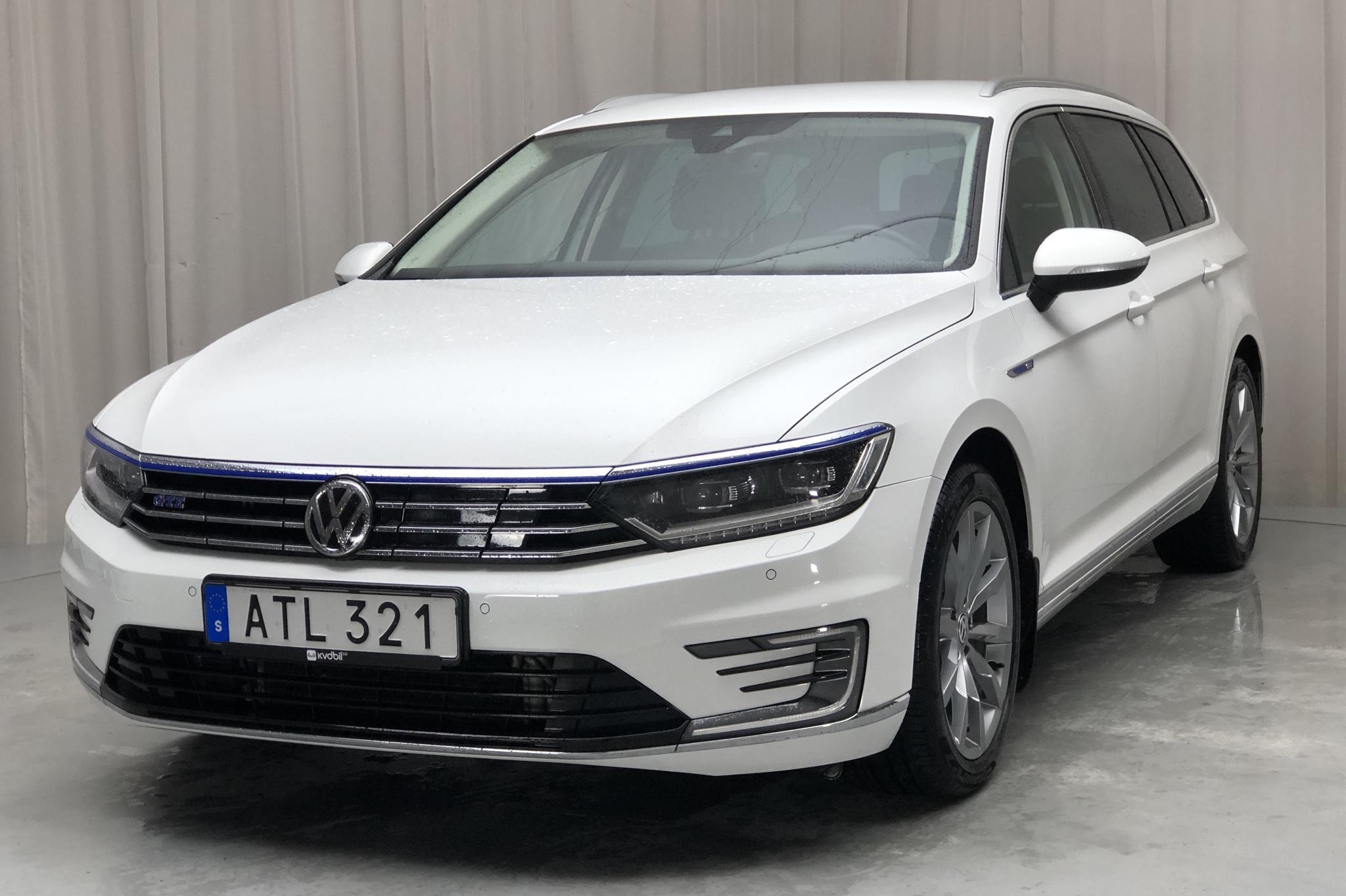 VW Passat 1.4 Plug-in-Hybrid Sportscombi (218hk) - 7 217 mil - Automat - vit - 2018