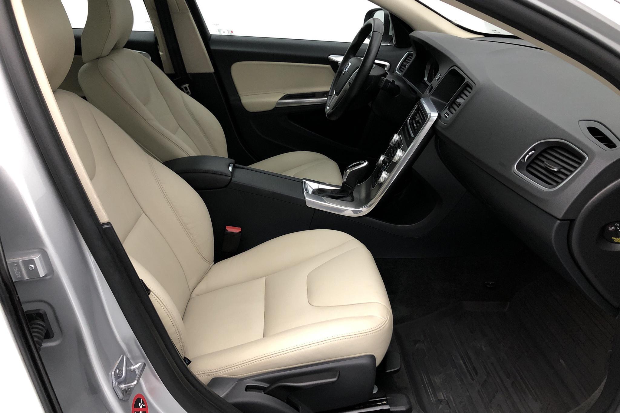 Volvo S60 D4 (190hk) - 3 447 mil - Automat - silver - 2017