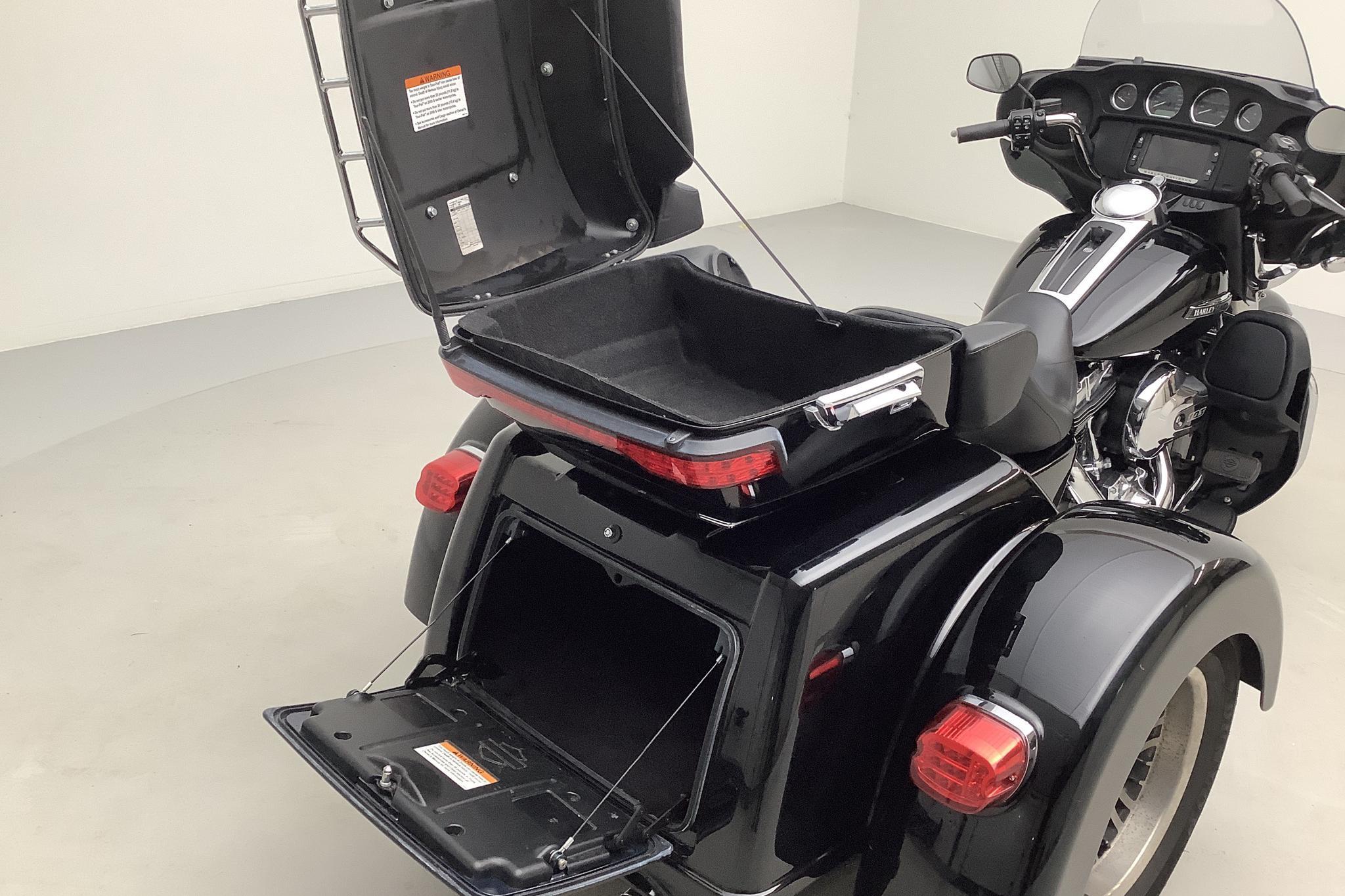 HARLEY-DAVIDSON FLHTCUTG Tri Glide Ultra Motorcykel - 36 070 km - Manual - black - 2016