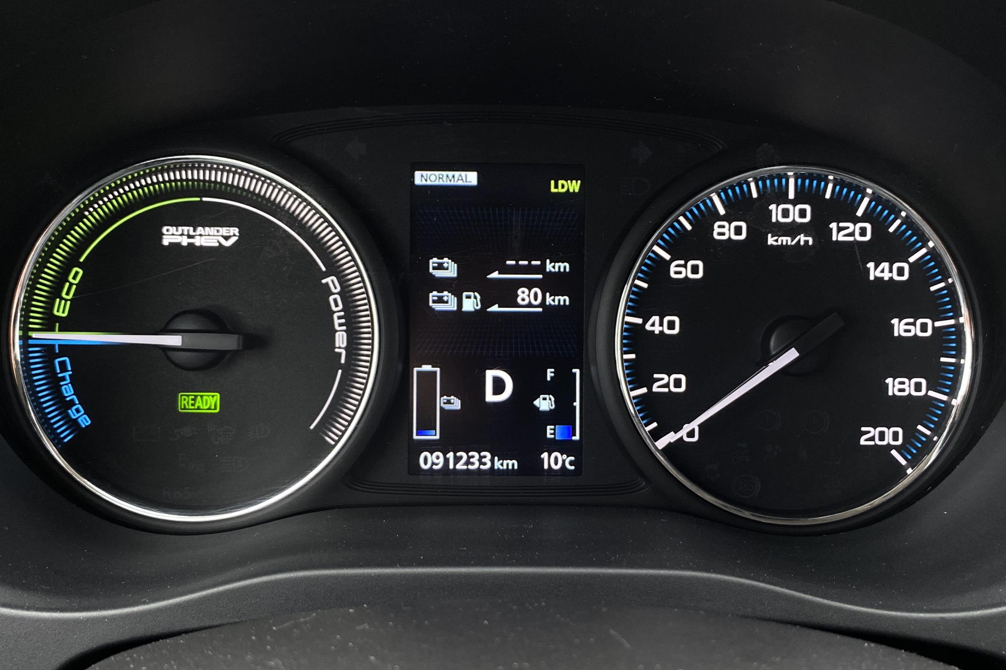 Mitsubishi Outlander 2.0 Plug-in Hybrid 4WD (121hk) - 9 121 mil - Automat - vit - 2018