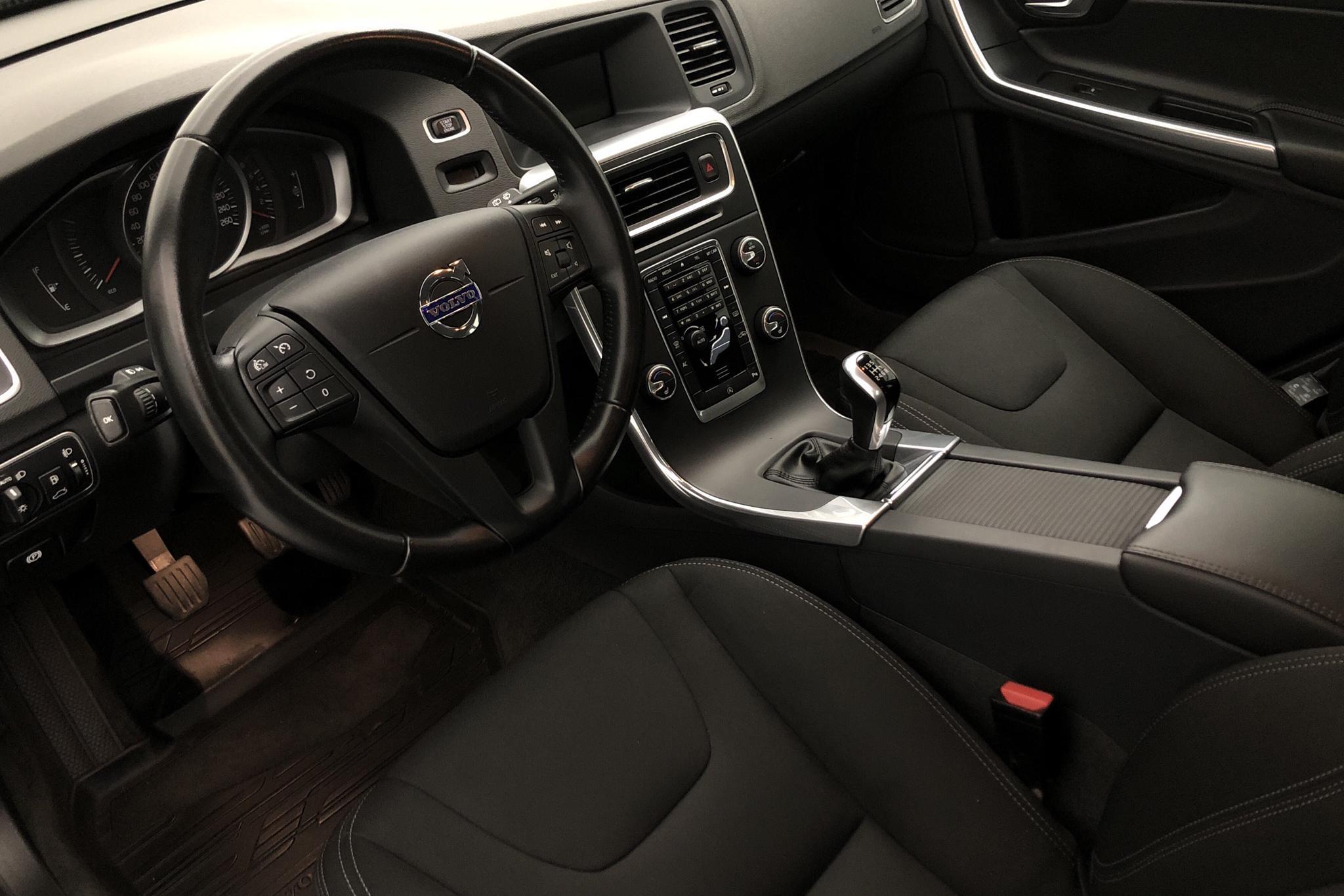 Volvo V60 T3 (152hk) - 3 196 mil - Manuell - svart - 2017