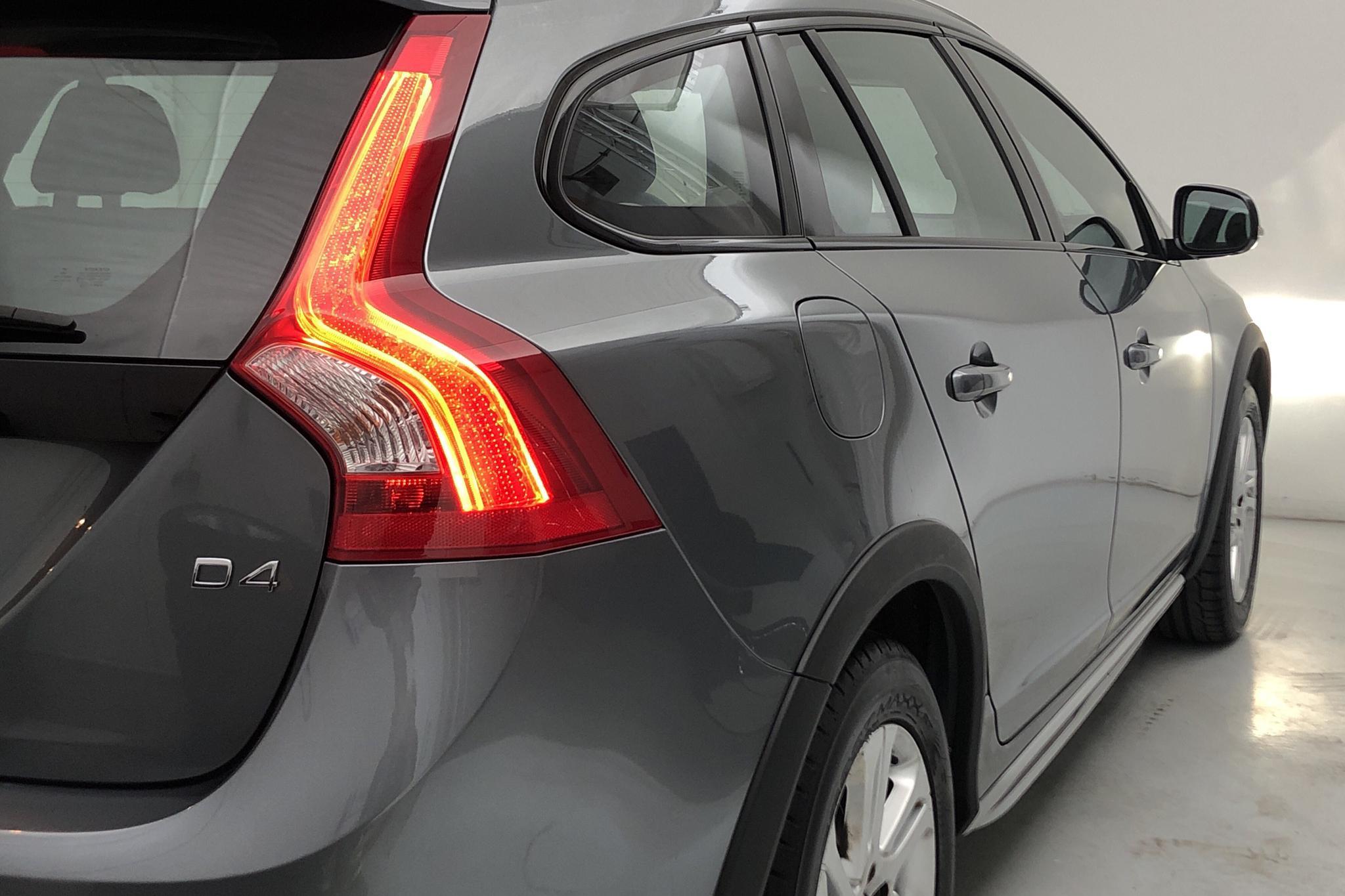 Volvo V60 D4 Cross Country (190hk) - 8 852 mil - Automat - grå - 2017