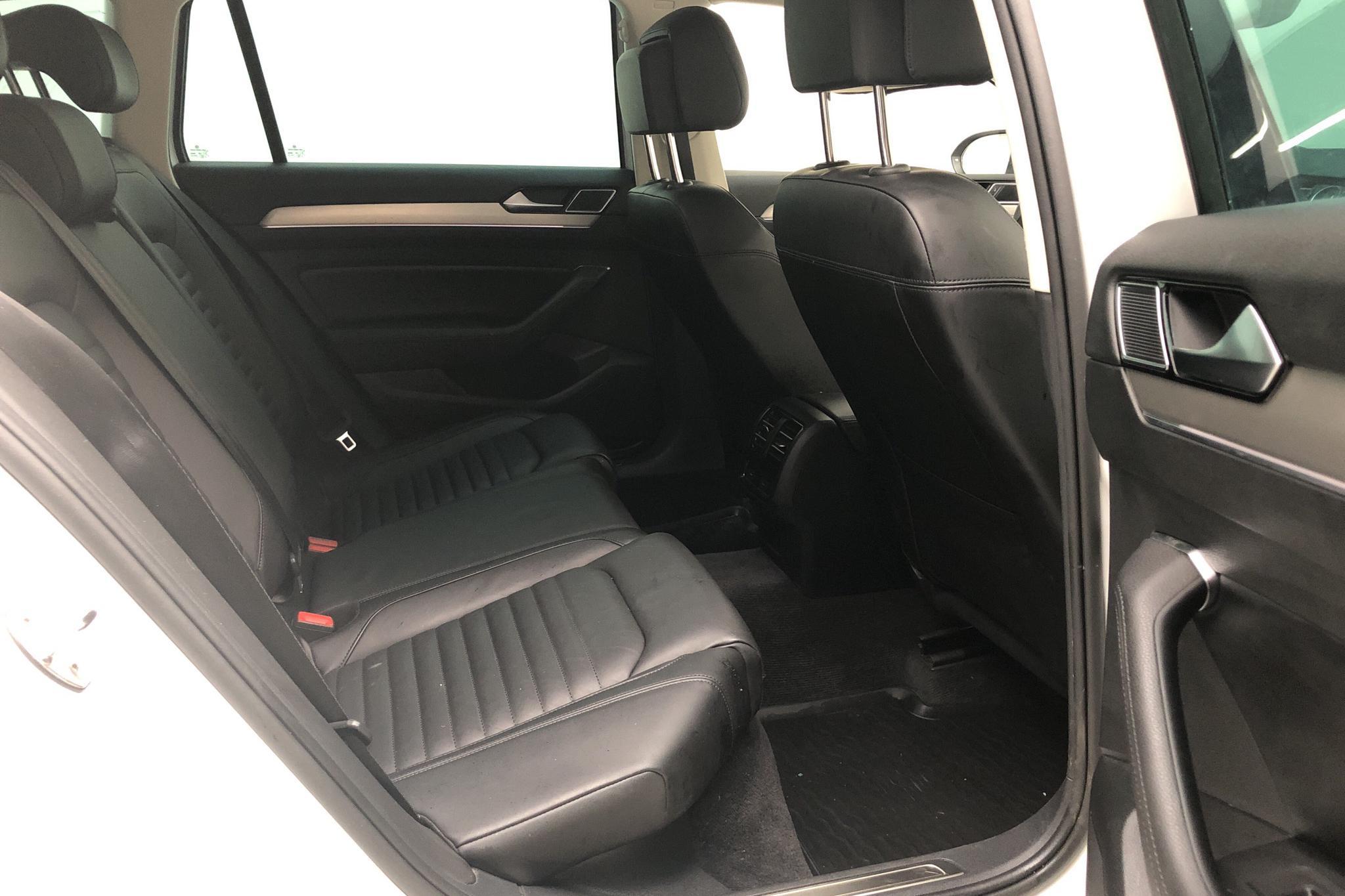 VW Passat 2.0 TDI Sportscombi 4MOTION (190hk) - 7 212 mil - Automat - vit - 2018