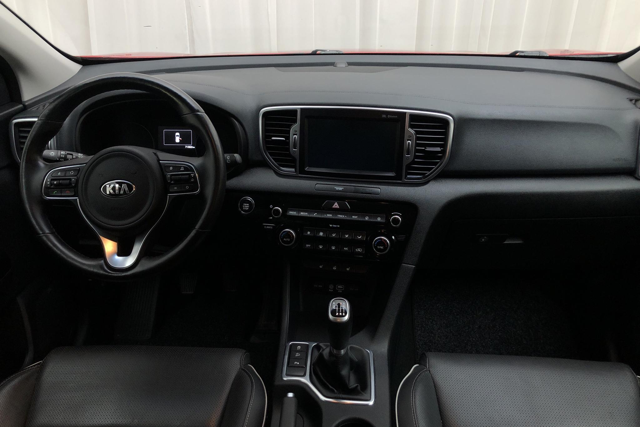 KIA Sportage 1.7 CRDi 2WD (115hk) - 7 186 mil - Manuell - röd - 2017