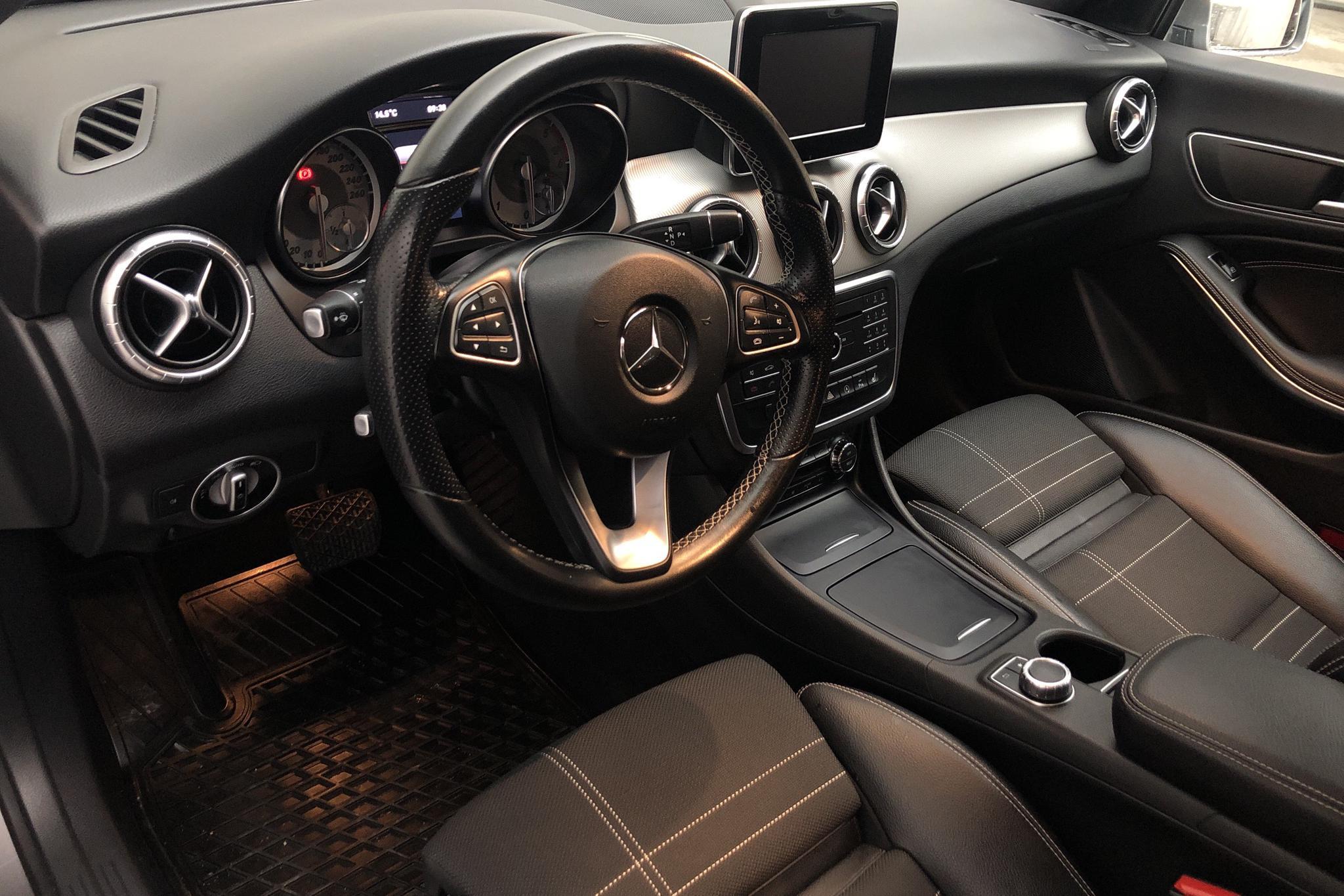Mercedes CLA 220 d Shooting Brake X117 (177hk) - 12 562 mil - Automat - Dark Grey - 2016