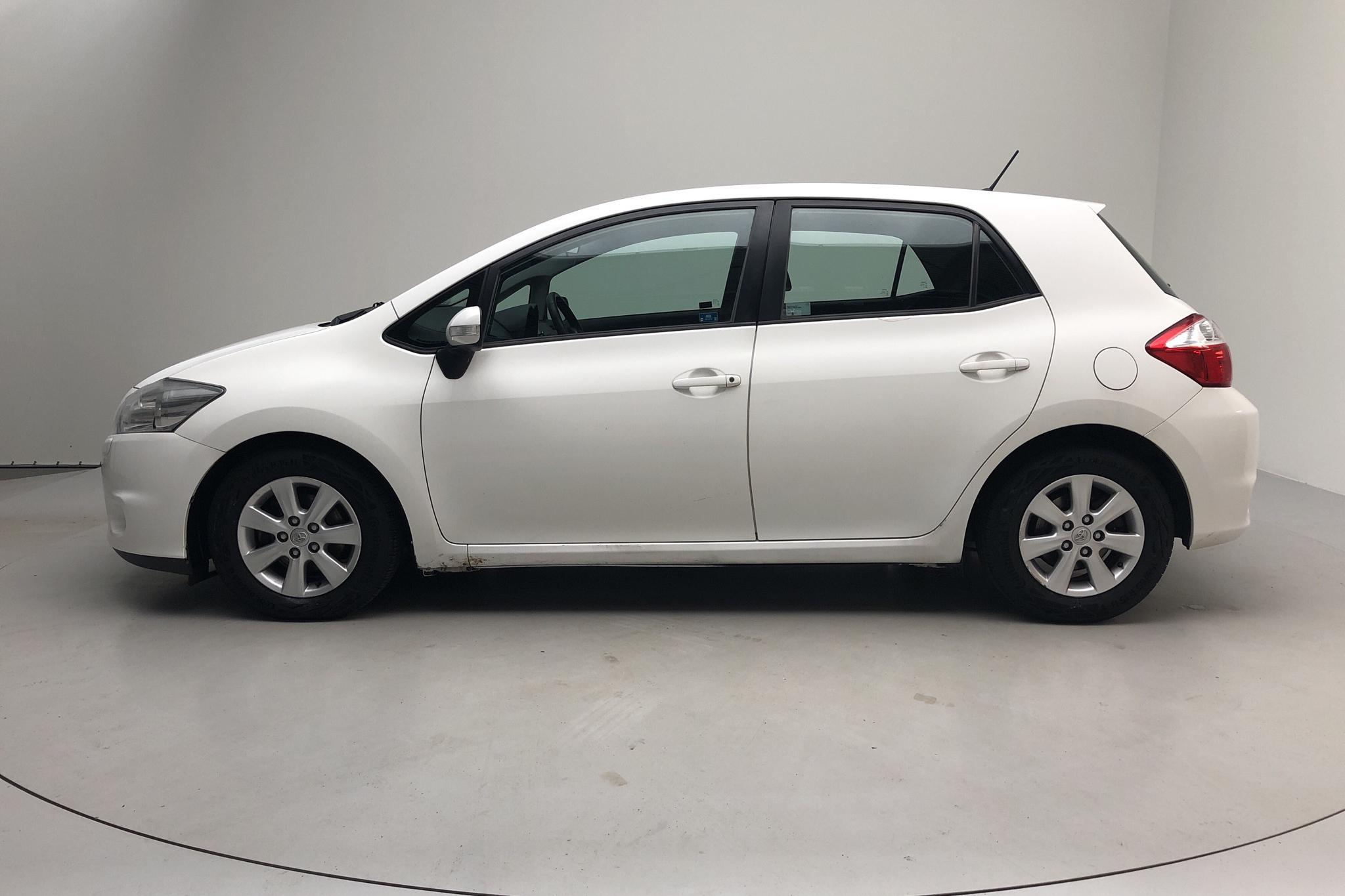Toyota Auris 1.4 D-4D 5dr (90hk) - 22 461 mil - Manuell - vit - 2012