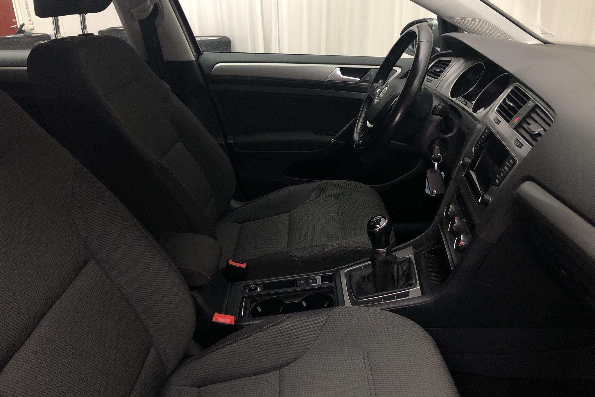 VW Golf VII 1.2 TSI 5dr (105hk) - 9 689 mil - Manuell - grå - 2015